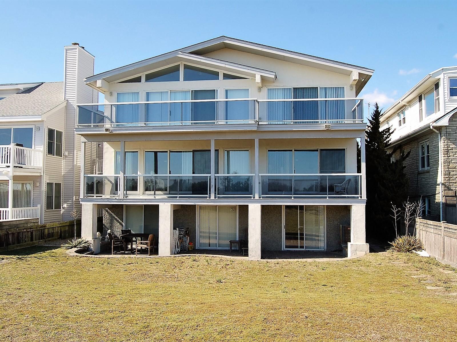 Appartement en copropriété pour l Vente à First Floor Beachfront Condo 2912 Wesley Avenue First Floor Ocean City, New Jersey 08226 États-Unis