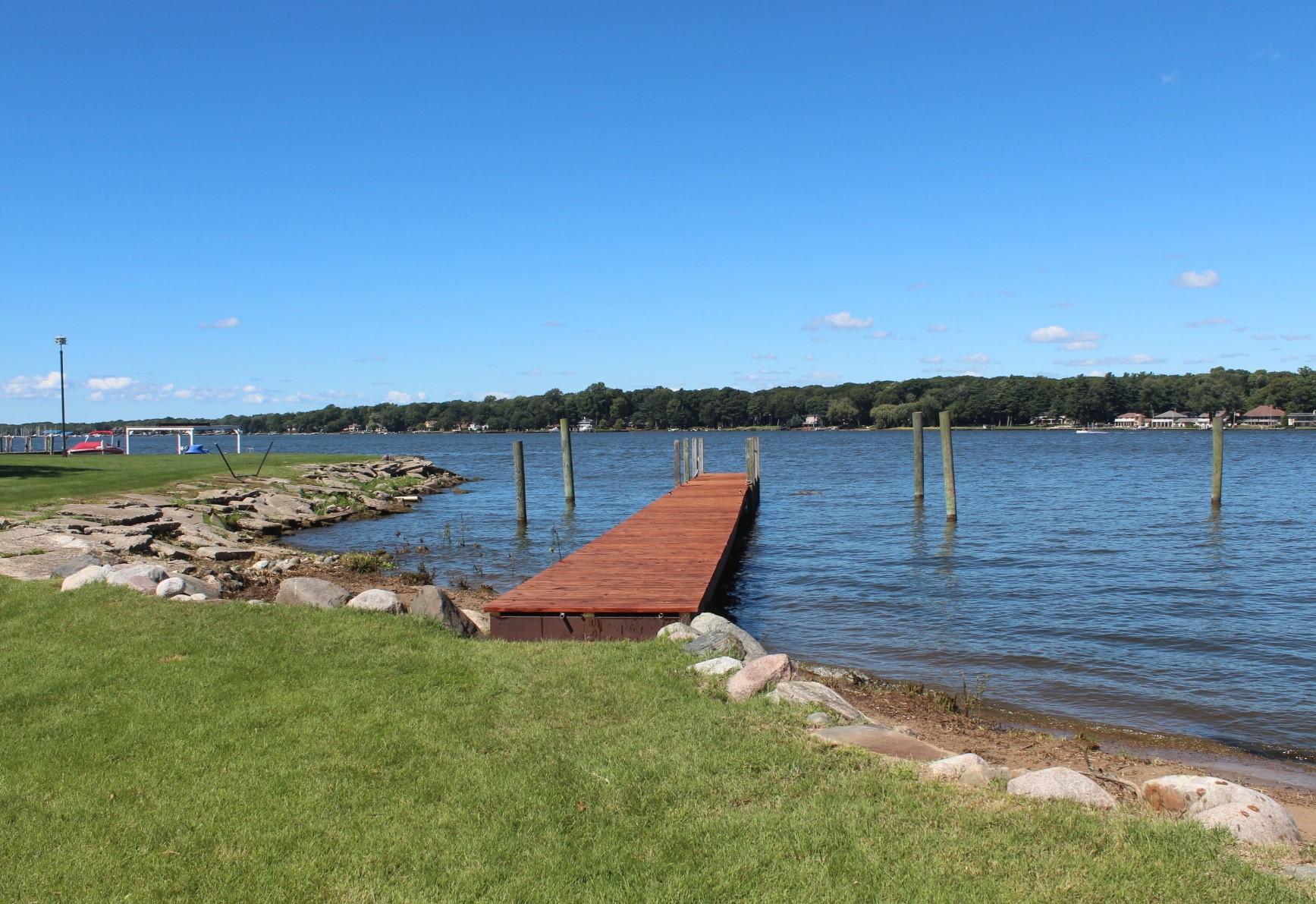 Đất đai vì Bán tại Buildable Lake Macatawa Parcel 1459 South Shore Drive Holland, Michigan, 49423 Hoa Kỳ
