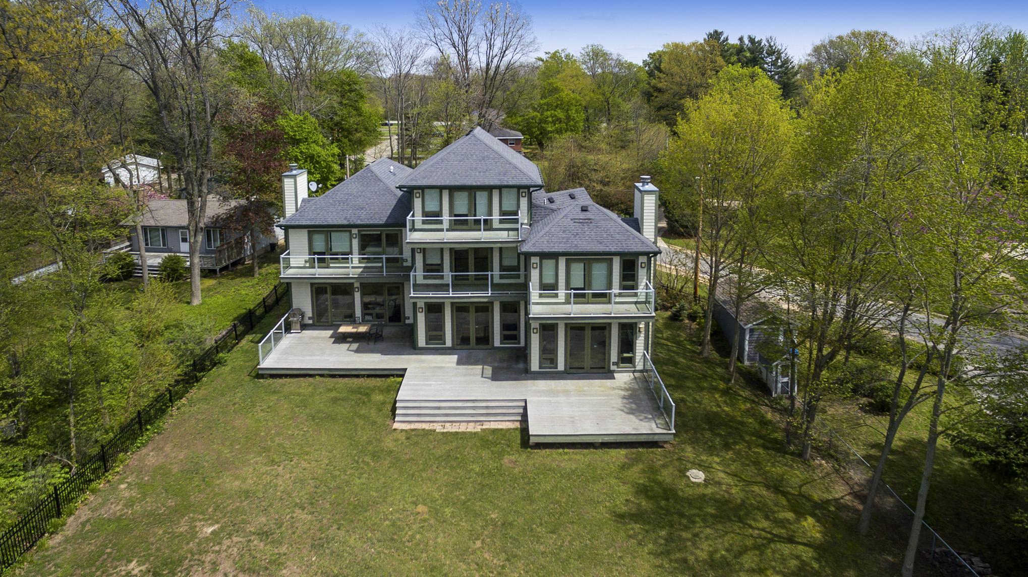 Einfamilienhaus für Verkauf beim Private Sophistication on Lake Michigan 5108 Pier Road Coloma, Michigan, 49038 Vereinigte Staaten