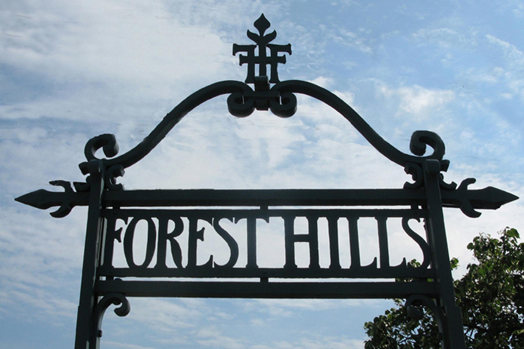 """其他住宅 為 出售 在 """"THE IDEAL COMBINATION OF URBAN & SUBURBAN"""" Forest Hills, 紐約州 11375 美國"""