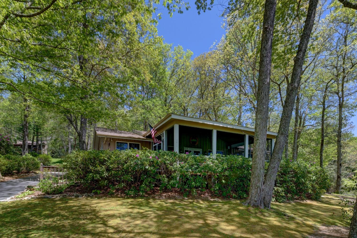 Einfamilienhaus für Verkauf beim 1011 Skylake Drive Highlands, North Carolina, 28741 Vereinigte Staaten