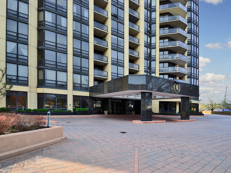 Кондоминиум для того Продажа на Spectacular Penthouse at The Royal Buckingham 900 Palisade Ave #2203 Fort Lee, Нью-Джерси 07024 Соединенные Штаты