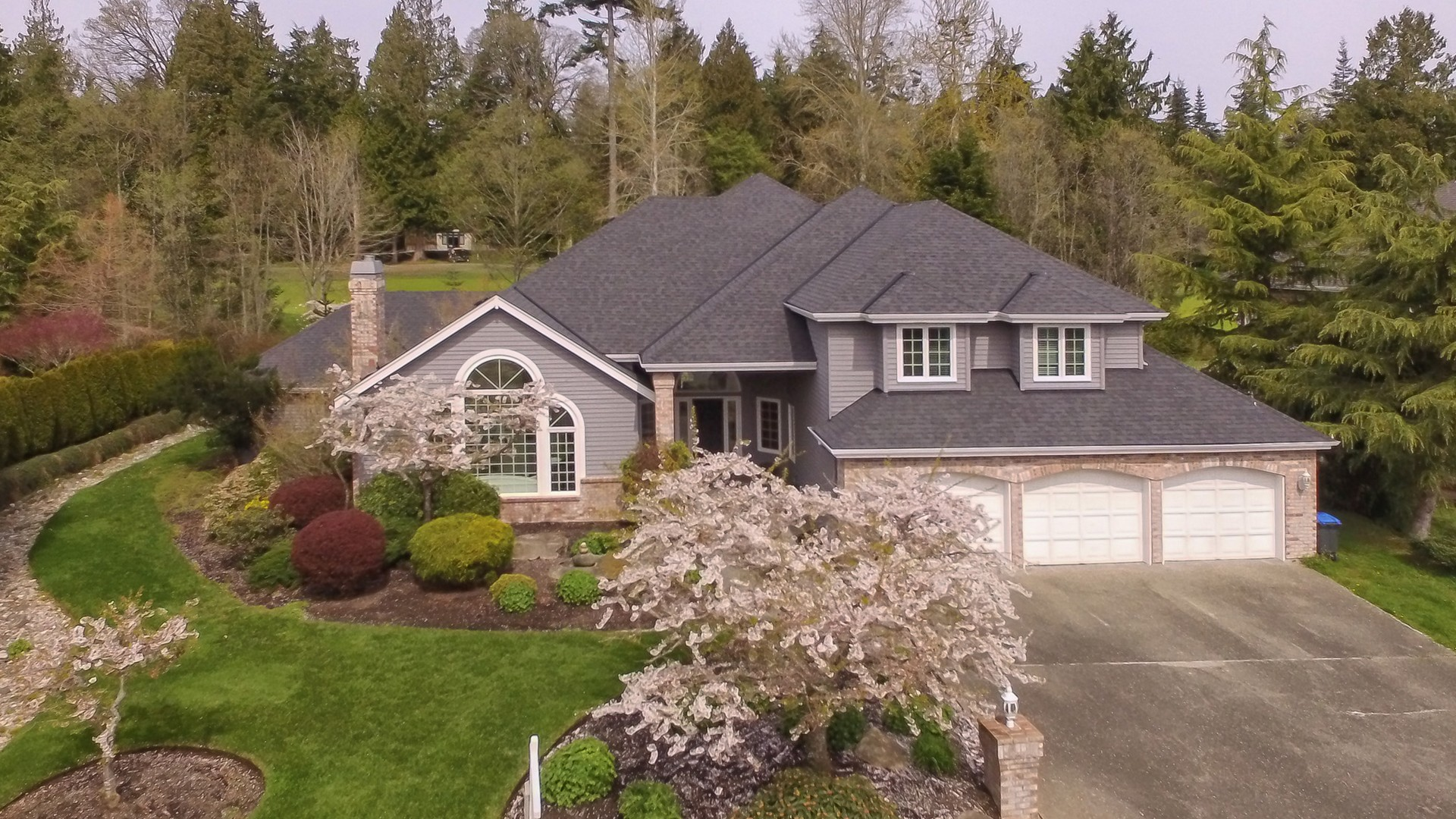 獨棟家庭住宅 為 出售 在 Spacious and In Town! 1174 High School Road NE Bainbridge Island, 華盛頓州, 98110 美國