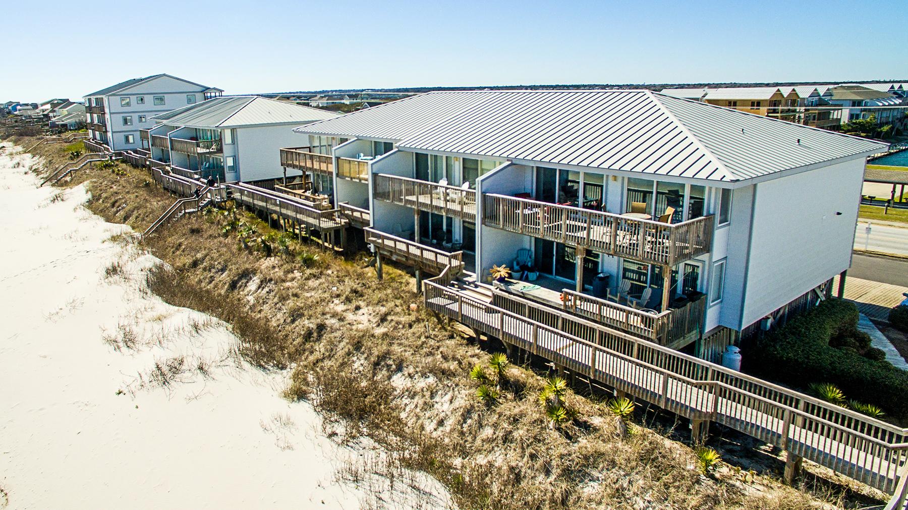 Appartement en copropriété pour l à vendre à Beautifully Remodeled Oceanfront Condo 923 N Anderson Blvd 211C, Topsail Beach, Carolina Du Nord, 28445 États-Unis