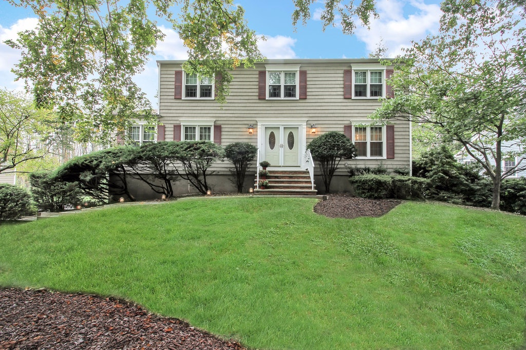 Single Family Home for Sale at Lovingly Maintained Spacious Colonial 31 Pembrooke Road Chatham, New Jersey 07928 United States