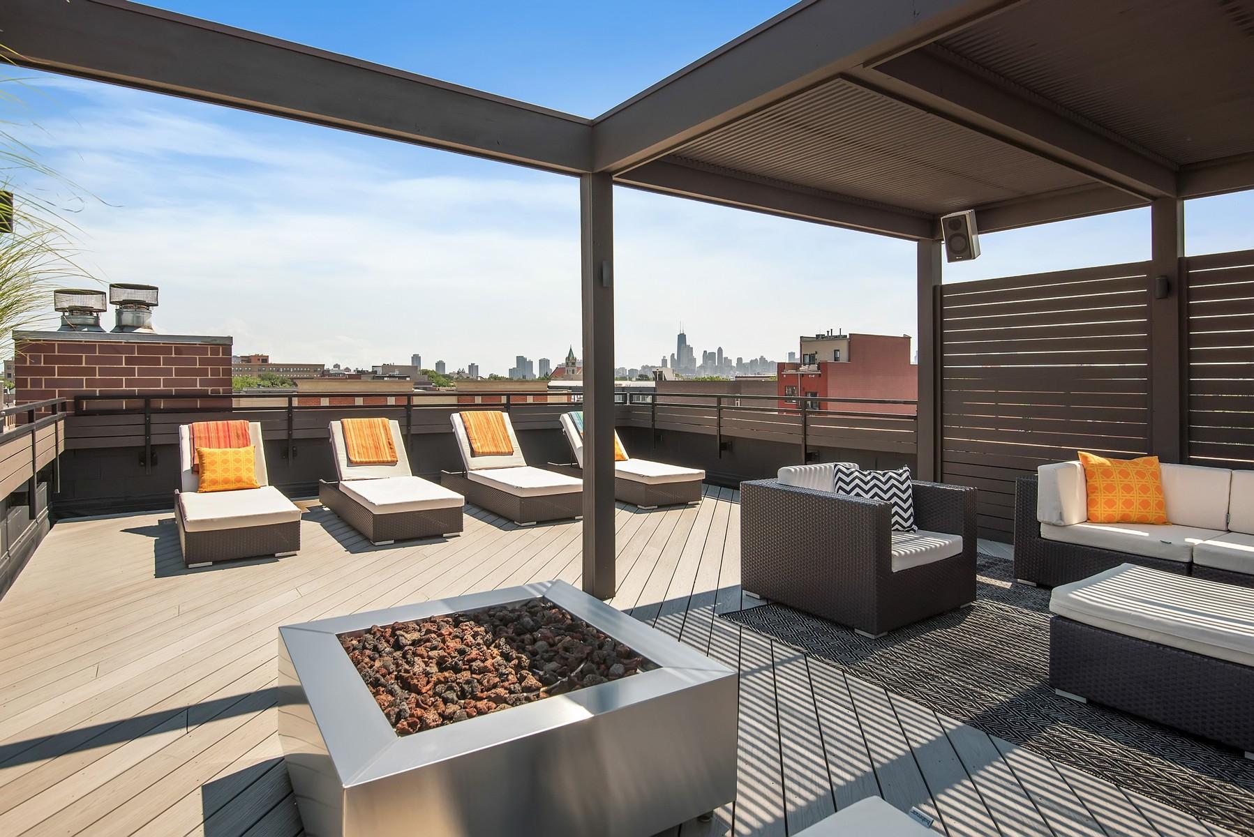 Condominio per Vendita alle ore Jaw-Dropping Duplex Penthouse 2424 N Ashland Avenue Unit PH Chicago, Illinois, 60614 Stati Uniti