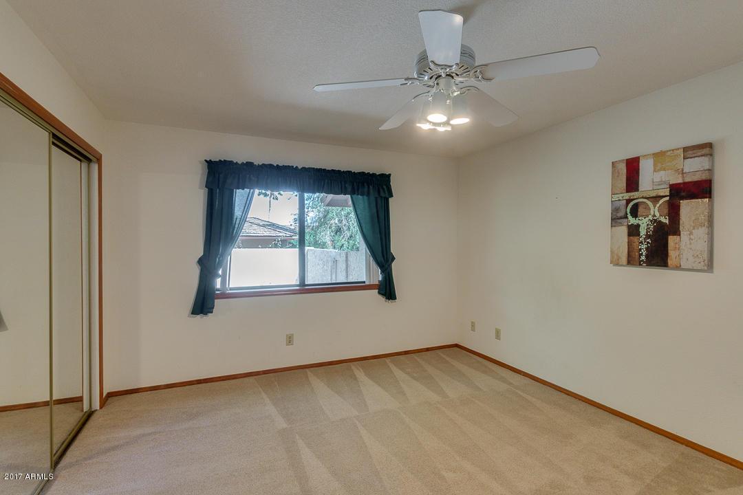 Maison unifamiliale pour l Vente à Peaceful Private Home 3538 E Ahwatukee Ct Phoenix, Arizona, 85044 États-Unis