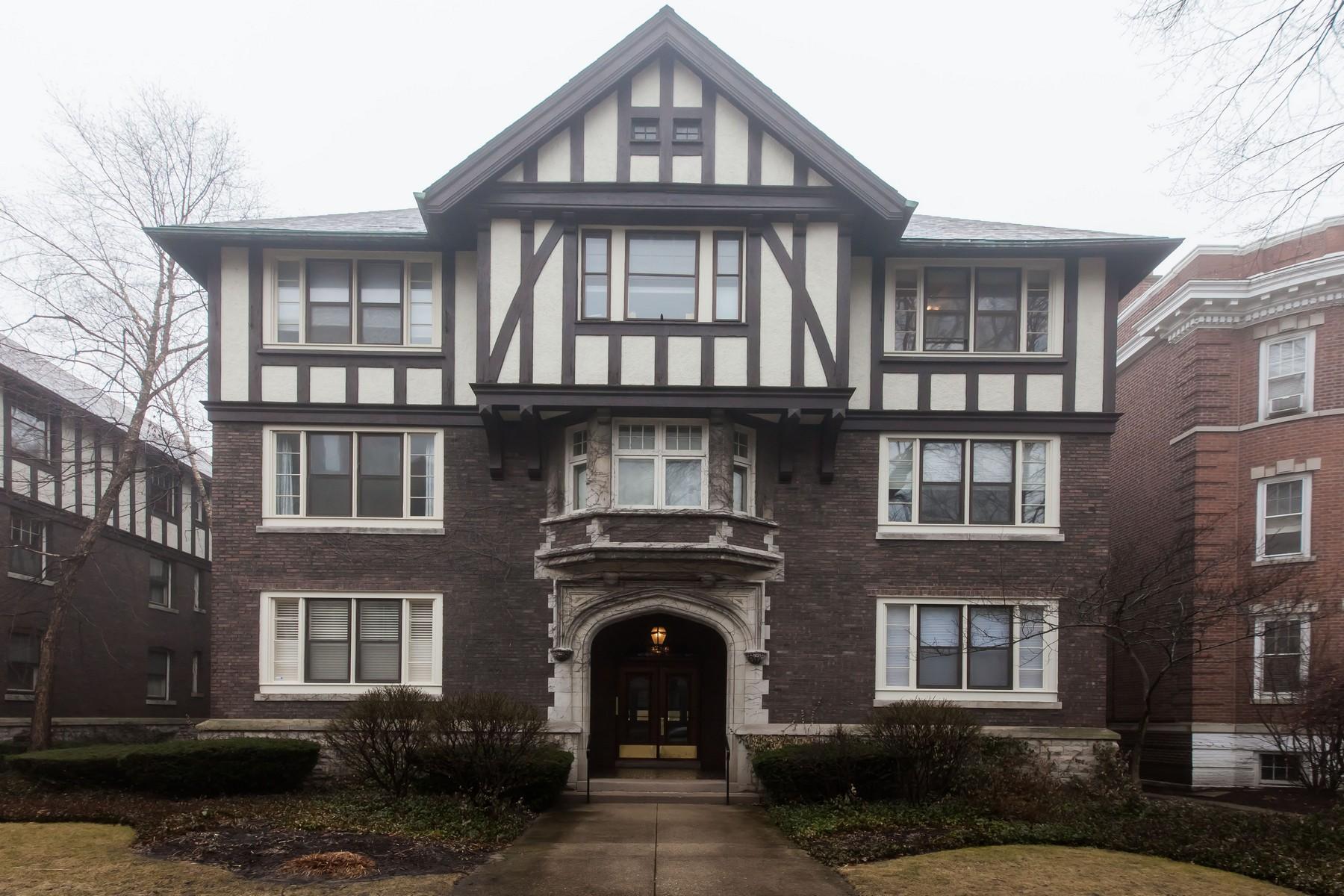 Single Family Home for Sale at Spacious Vintage Evanson Condo 1633 Hinman Avenue Unit 3S Evanston, Illinois, 60201 United States