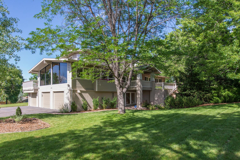 Villa per Vendita alle ore Welcome home to true Colorado style living 5651 E Crestline Ave Greenwood Village, Colorado, 80111 Stati Uniti