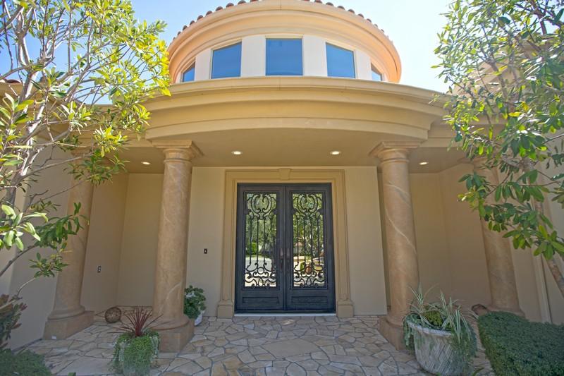独户住宅 为 销售 在 5512 Collingwood Circle 卡拉巴萨斯, 加利福尼亚州, 91302 美国