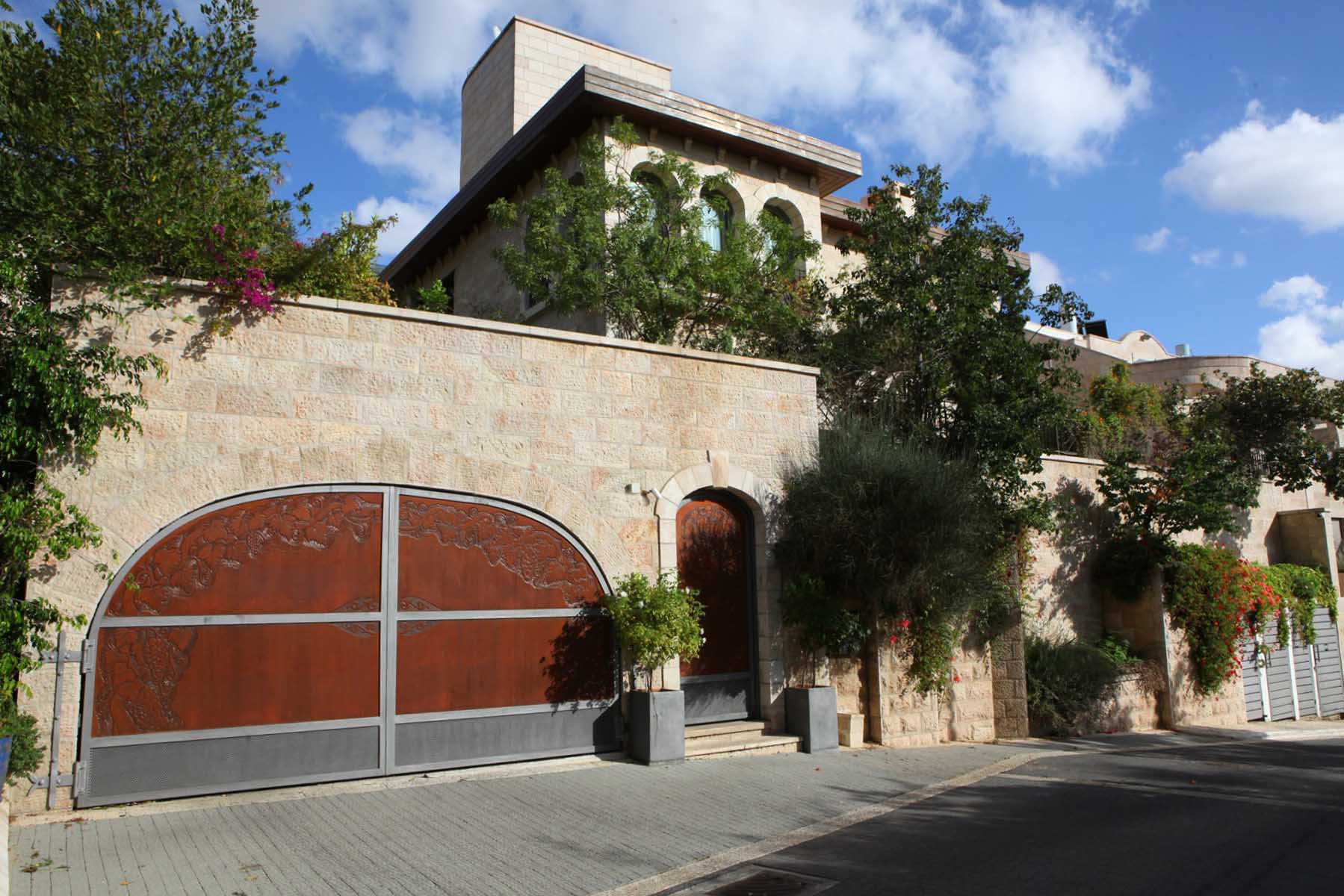 Additional photo for property listing at Incomparable luxury villa in Historic 'Ramat Denya' Neighborhood Jerusalem, Israel Israël