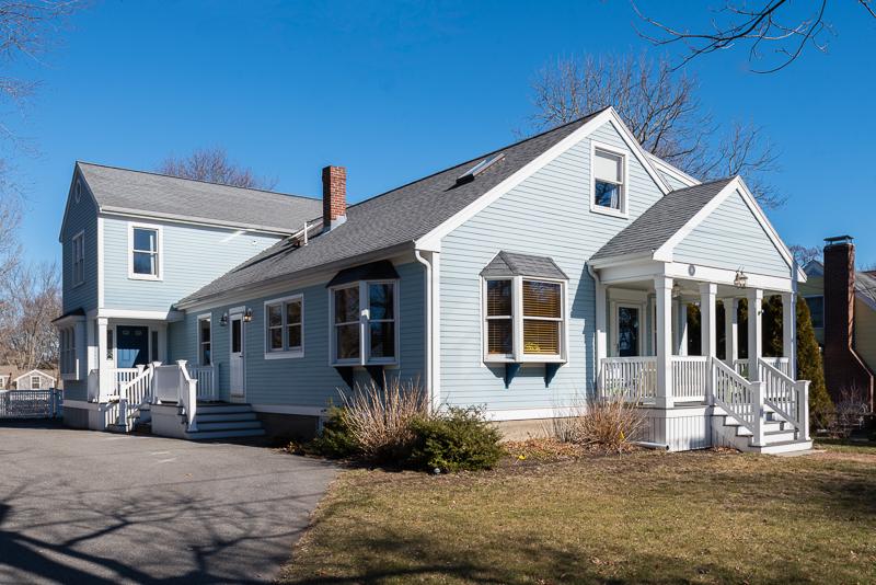 独户住宅 为 销售 在 New England Farm House 14 Stoddard Rd. 欣厄姆, 马萨诸塞州, 02043 美国
