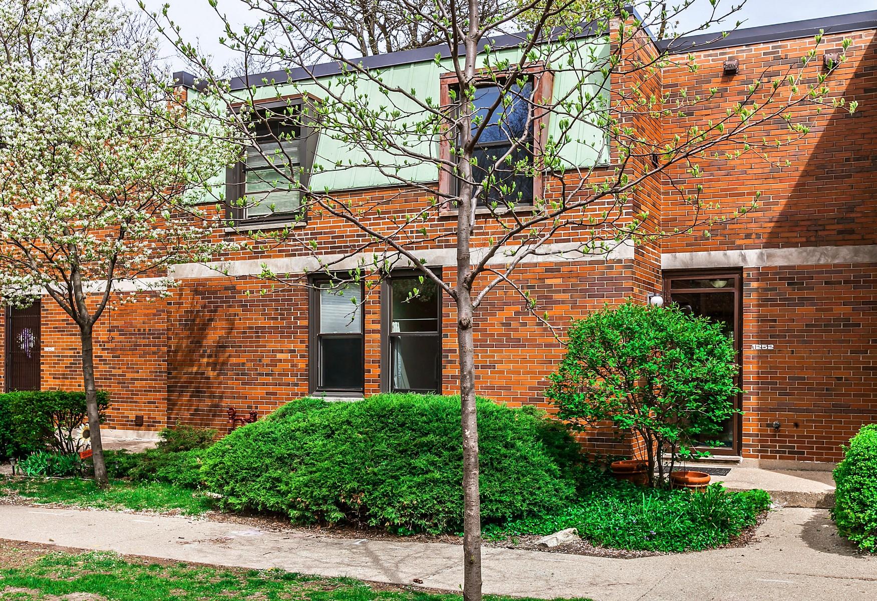 タウンハウス のために 売買 アット Westgate Terrace Two-Story Brick Townhome 1252 W Westgate Terrace Chicago, イリノイ, 60607 アメリカ合衆国