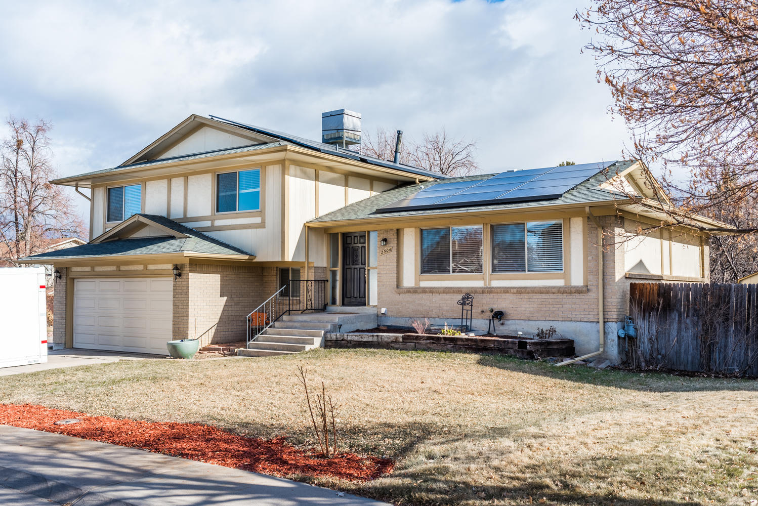 Property for Active at A large corner lot allows plenty of room in the front yard or a beautiful garden 2504 S Pagosa Ct Aurora, Colorado 80013 United States