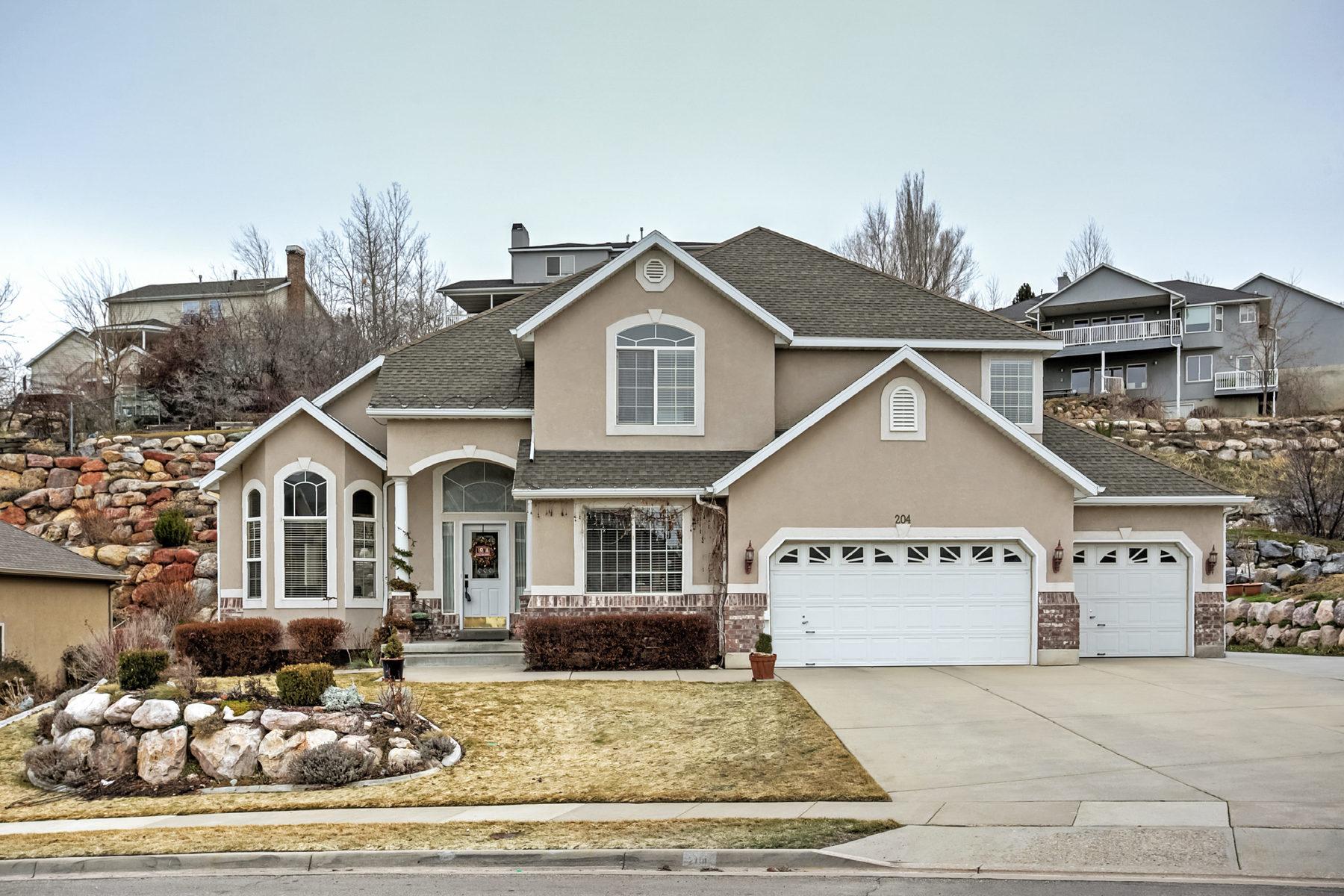 단독 가정 주택 용 매매 에 Elegance in Eaglewood Estates 204 N Fairway Dr North Salt Lake, 유타, 84054 미국