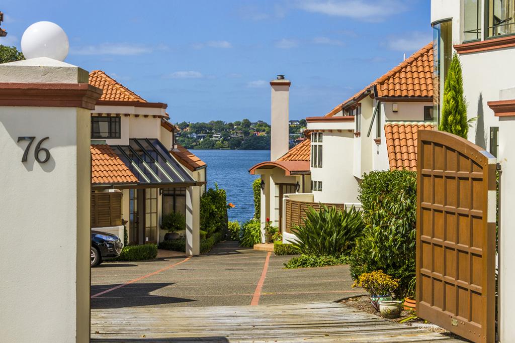 タウンハウス のために 売買 アット Lakeside Paradise Living 2/76 Shakespeare Road Milford Auckland, オークランド, 0622 ニュージーランド