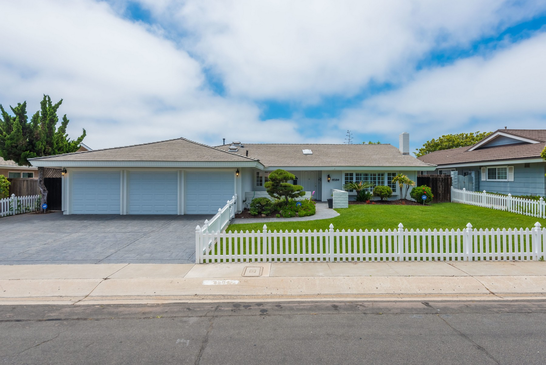 Single Family Home for Rent at 8584 Cliffridge Ave La Jolla, California 92037 United States