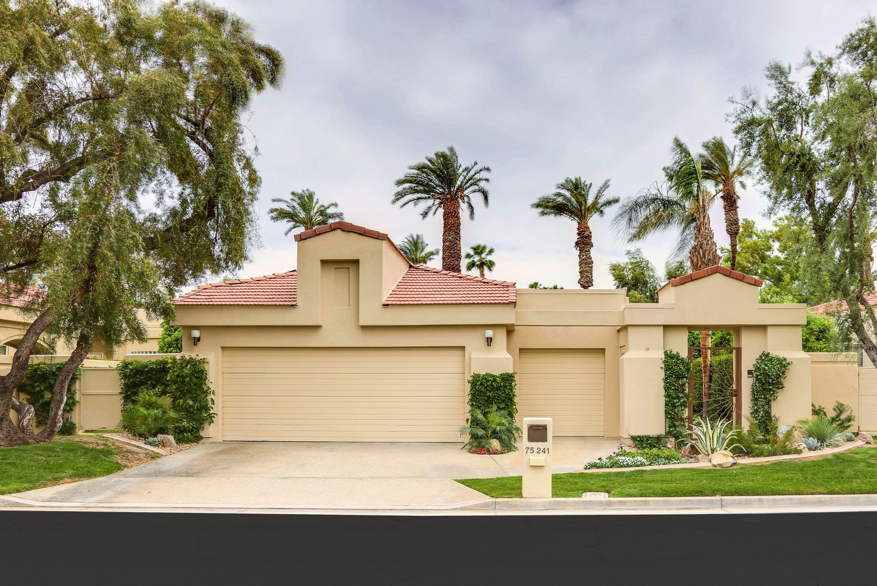 Single Family Home for Sale at 75241 Spyglass Drive Indian Wells, California, 92210 United States