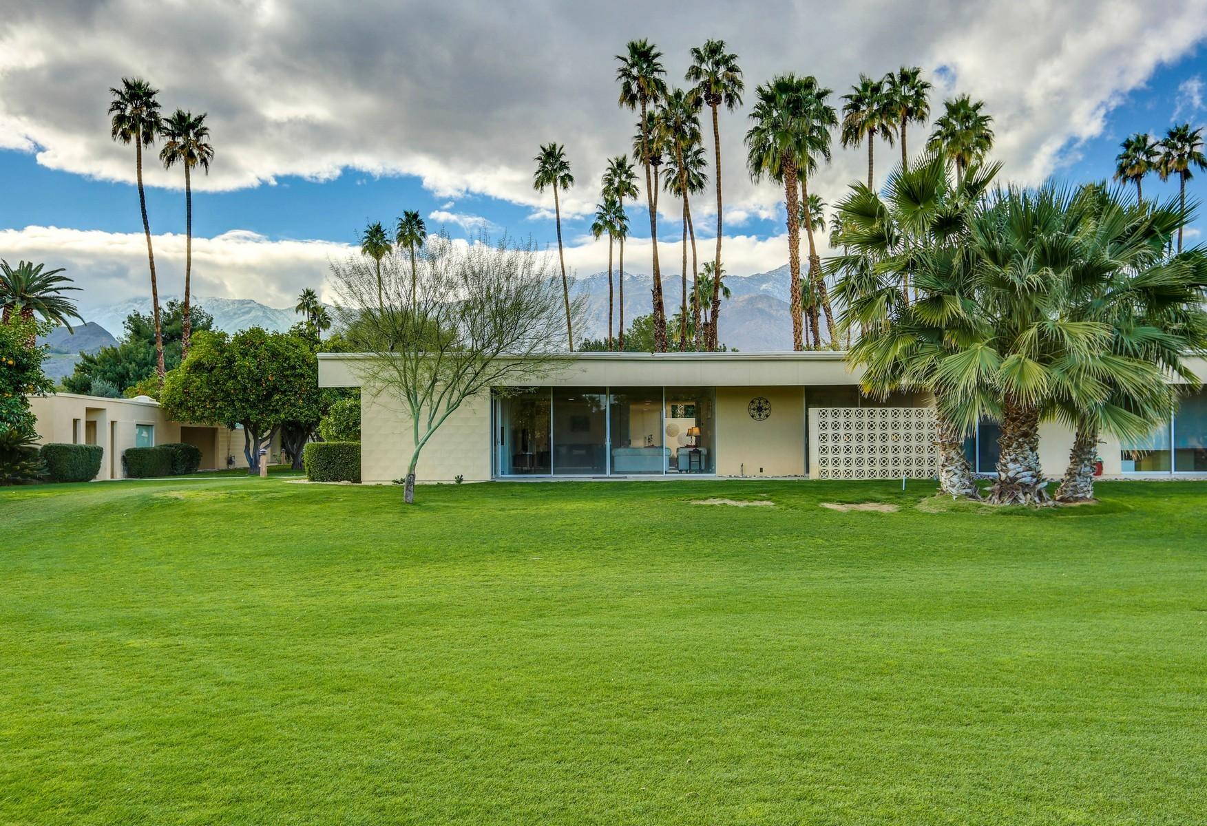 Condominium for Sale at 50 Lakeview Drive Palm Springs, California, 92264 United States