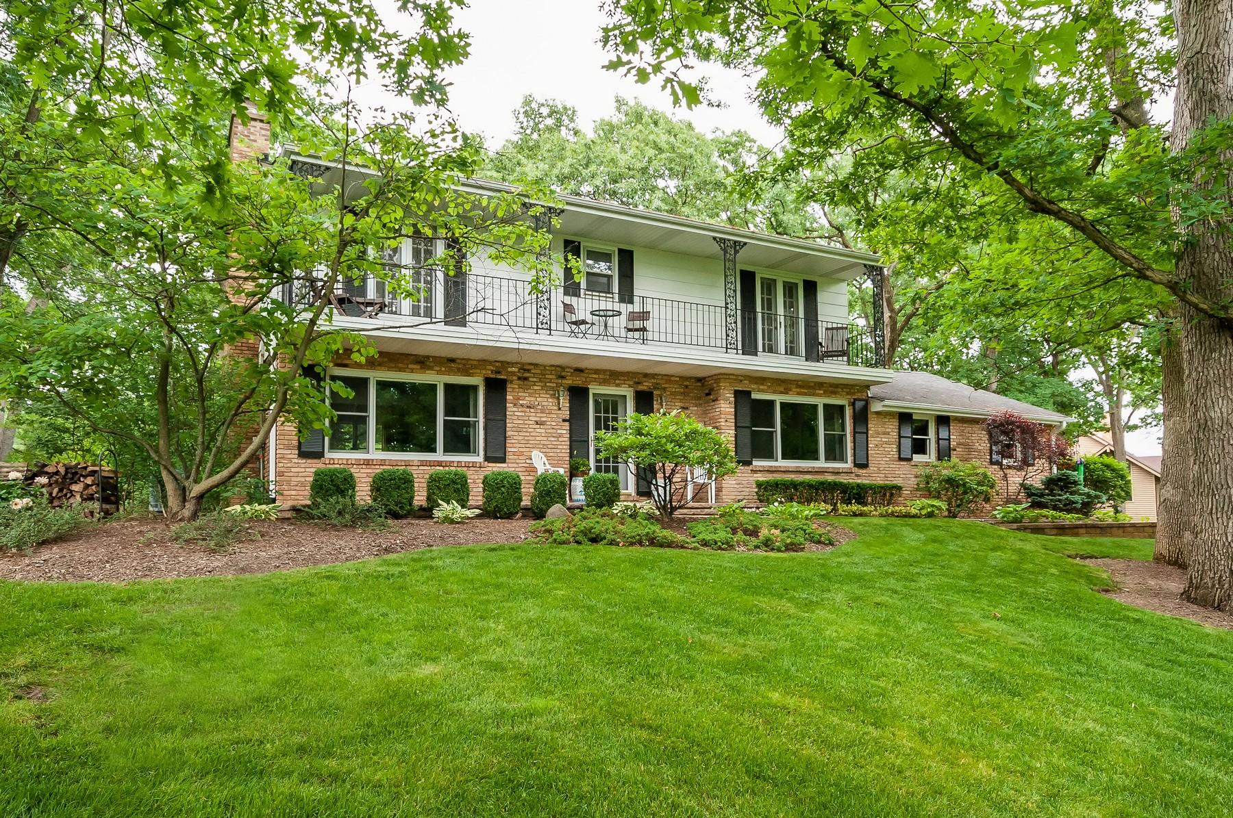 Maison unifamiliale pour l Vente à Beautiful Spacious Palos Dells Home 12329 S Seminole Road Palos Park, Illinois, 60464 États-Unis