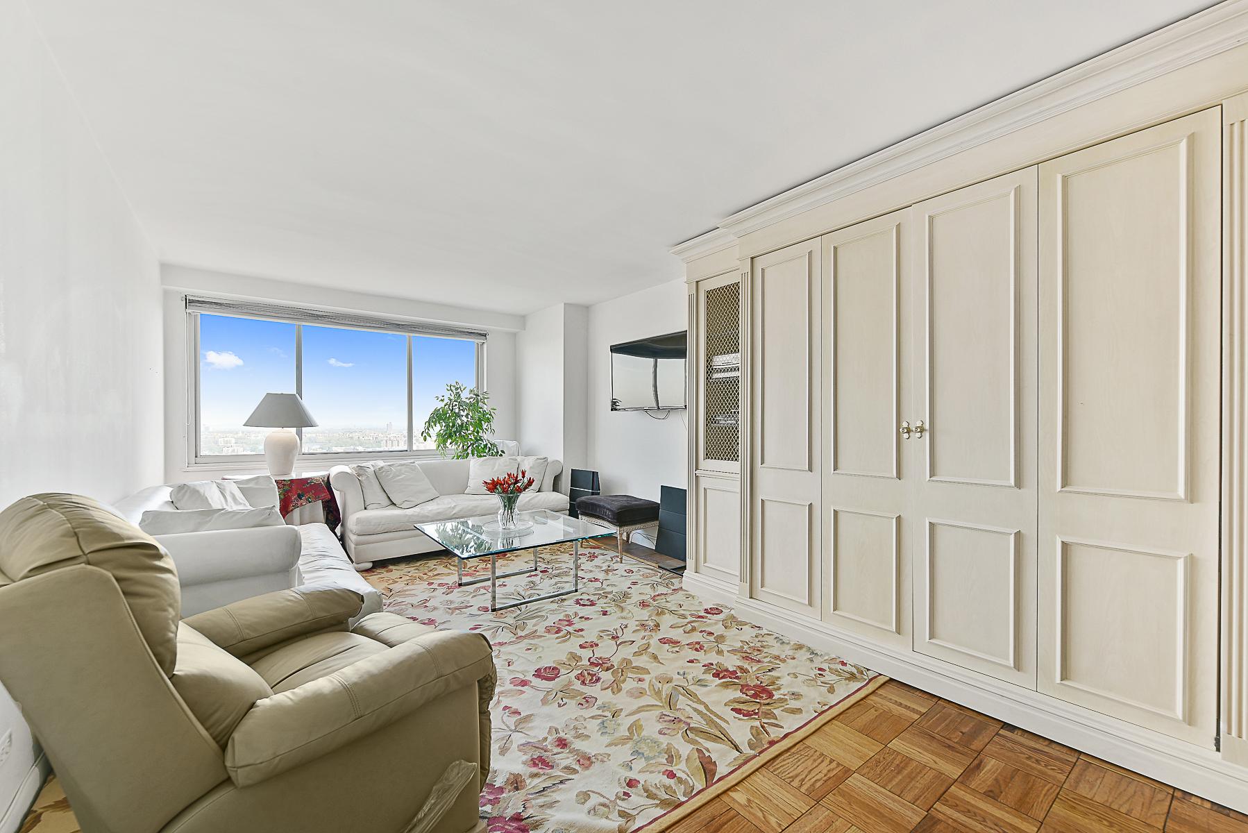 合作公寓 为 销售 在 High Floor Luxury 1 BR with Open Views 3333 Henry Hudson Parkway 23C 里弗代尔, 纽约州, 10463 美国