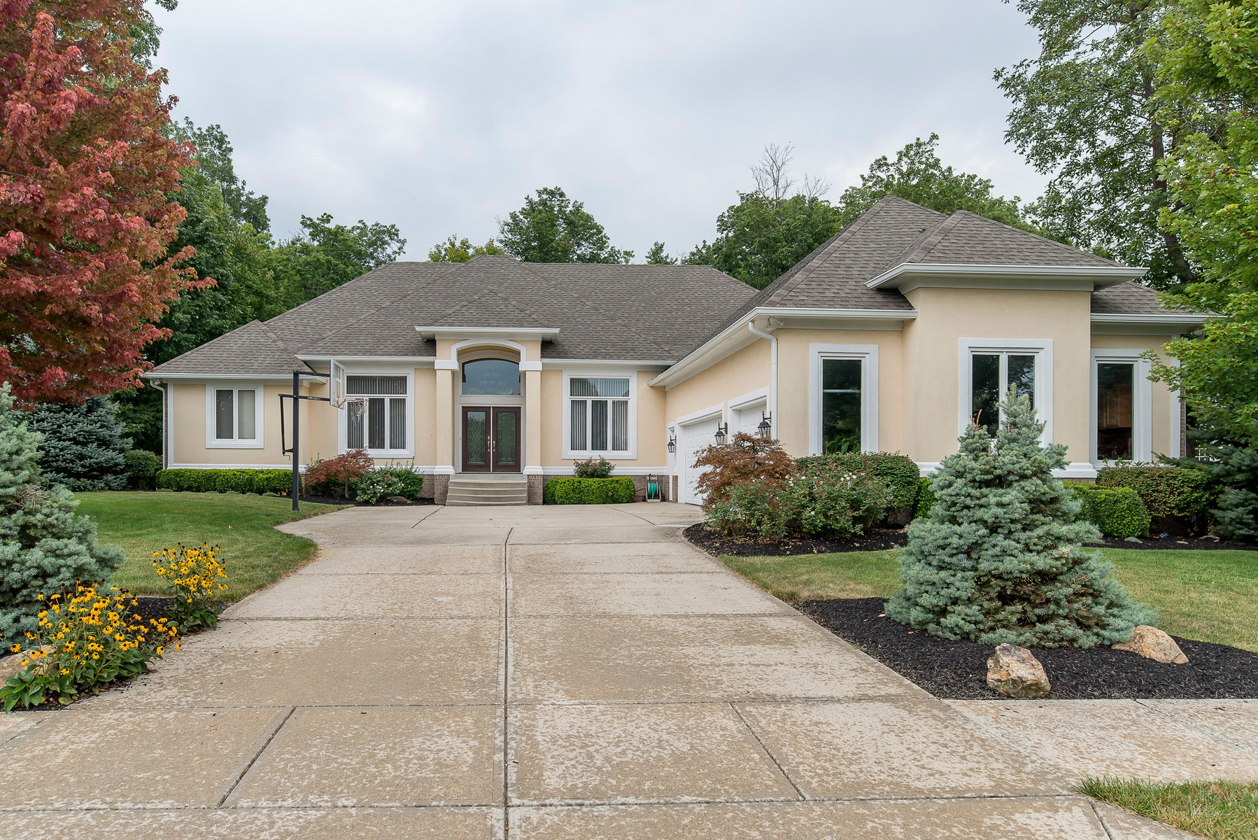 Single Family Home for Sale at Beautiful Geist Home 11110 Ravenna Way Indianapolis, Indiana 46236 United States