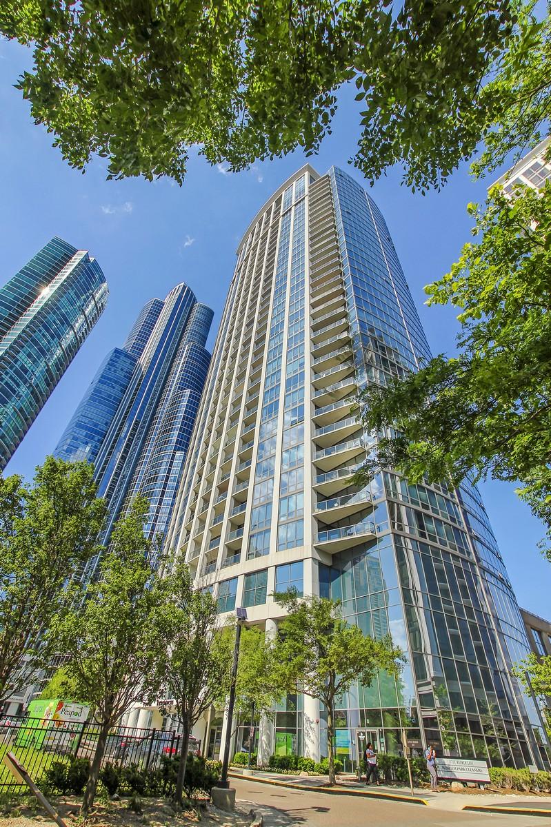 共管式独立产权公寓 为 销售 在 Customized Corner Unit 1235 S Prairie Avenue Unit 2404 Near South Side, 芝加哥, 伊利诺斯州, 60605 美国