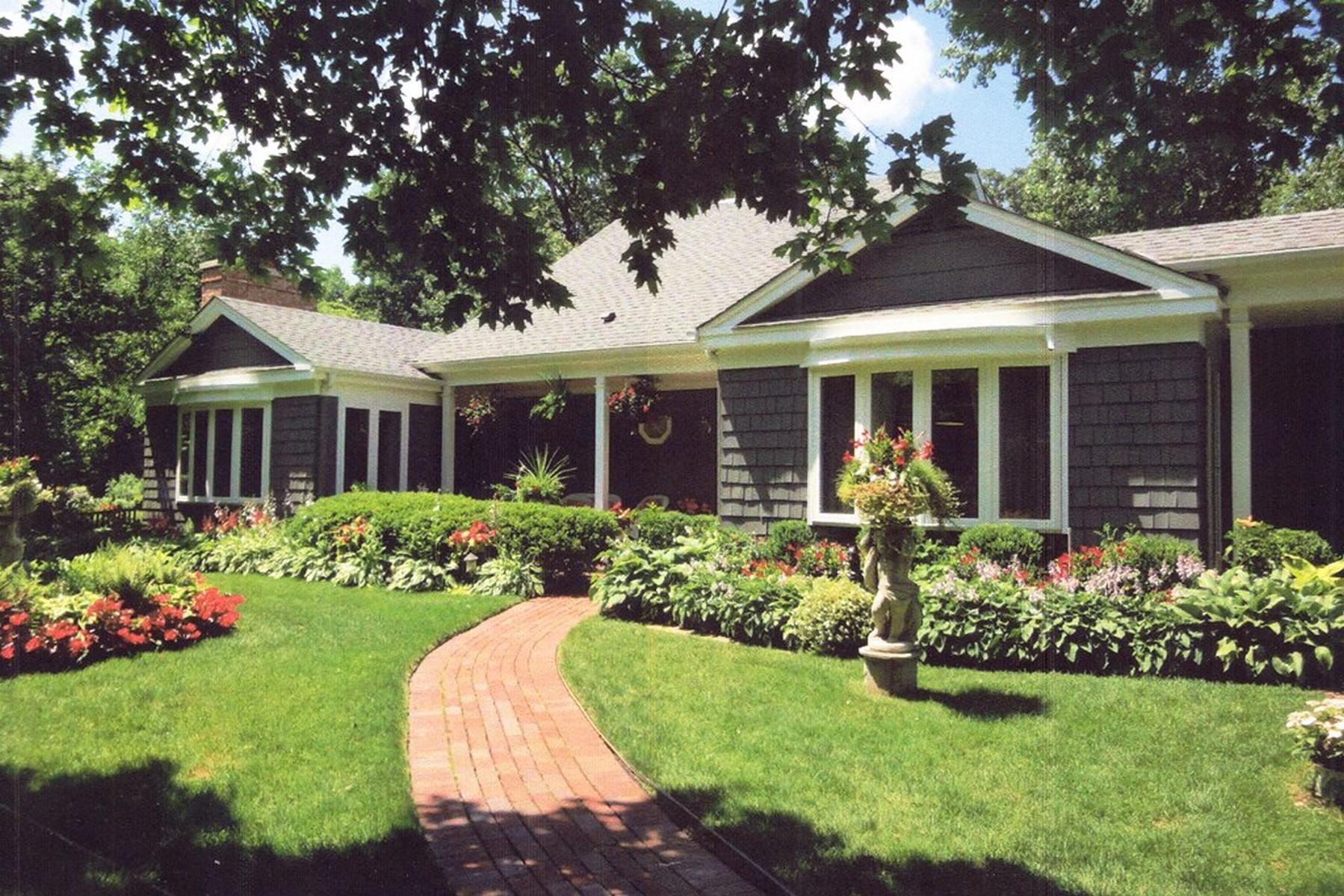 Maison unifamiliale pour l Vente à Character-Rich Pristine Home 1742 N Waukegan Road Lake Forest, Illinois, 60045 États-Unis
