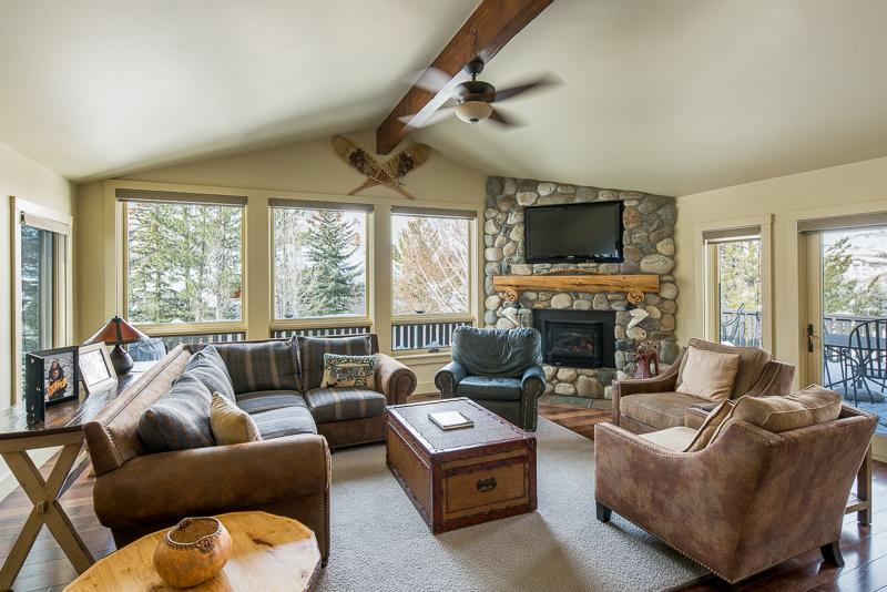 Maison unifamiliale pour l Vente à A Rare Find In Town 360 S Leadville Ave Ketchum, Idaho 83340 États-Unis
