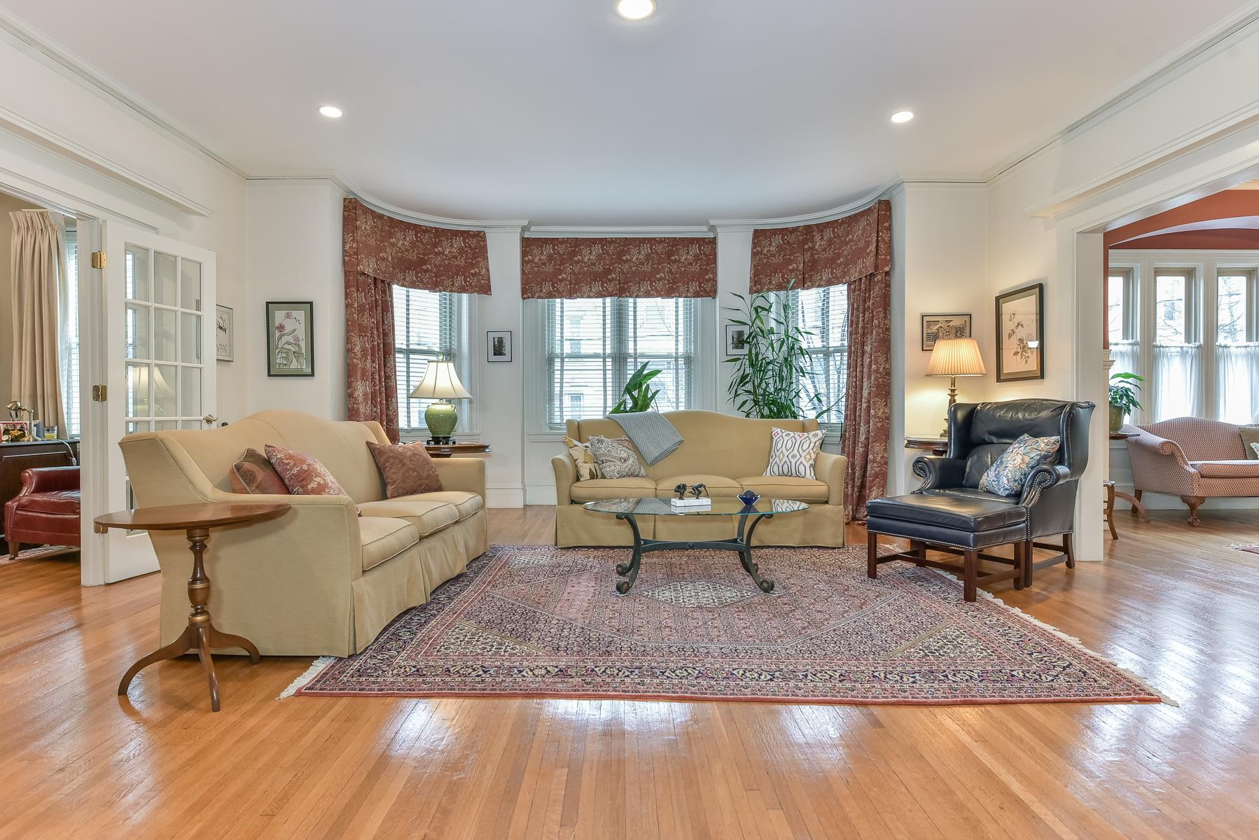 Condomínio para Venda às 195 Saint Paul St 3, Brookline Brookline, Massachusetts, 02446 Estados Unidos