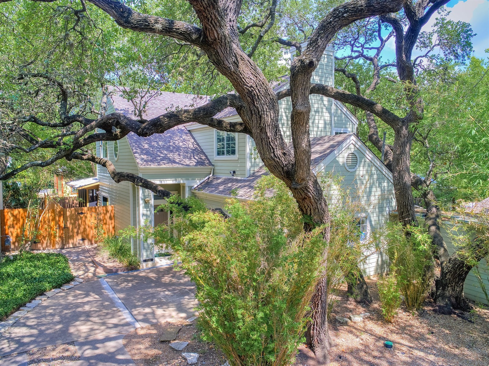 Additional photo for property listing at Travis Heights Condo with Beautiful Finishes 1702 Newning Ave # B Austin, Texas 78704 United States