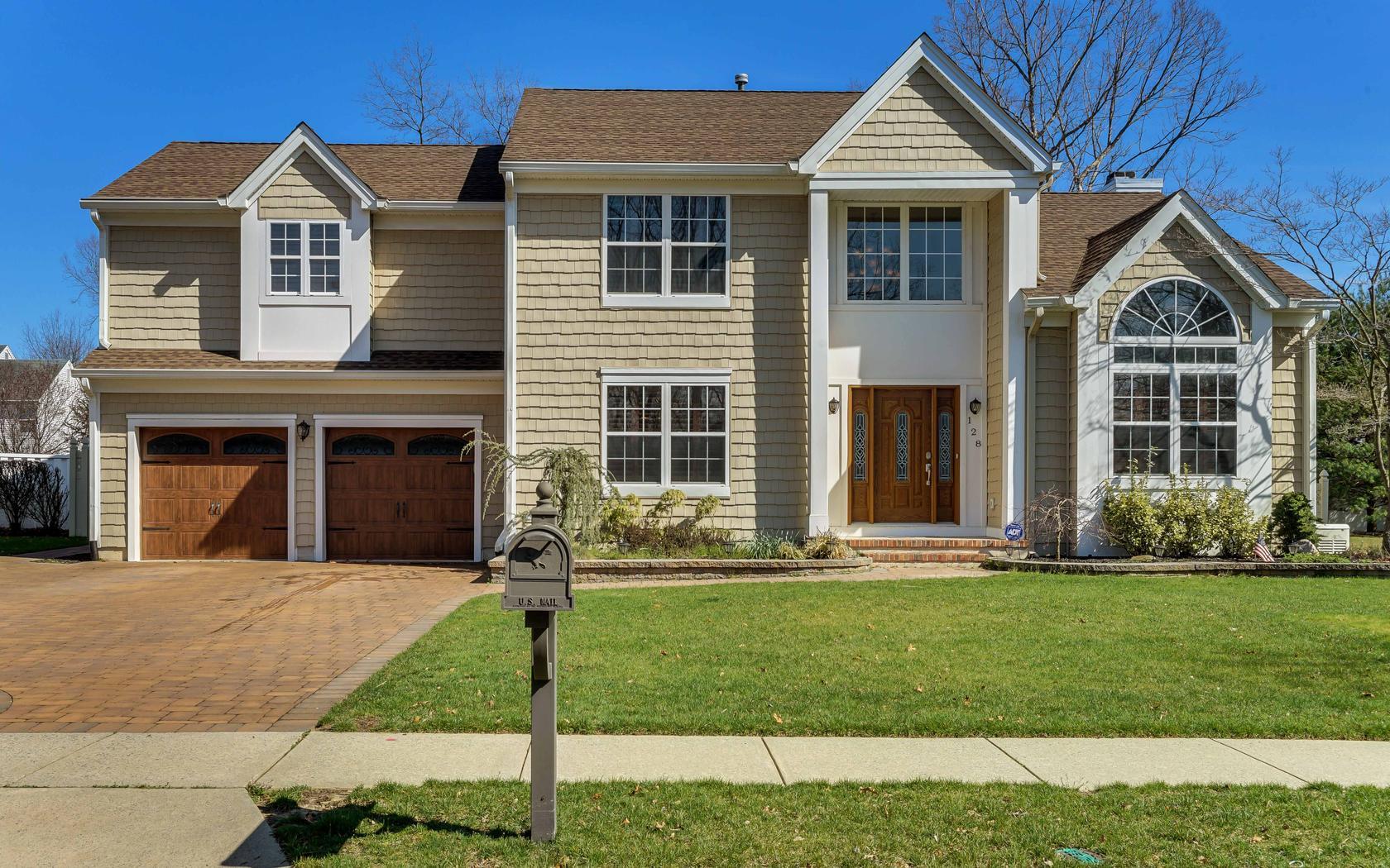 Maison unifamiliale pour l Vente à Grande Woodlands! 128 Old Orchard Road Toms River, New Jersey 08755 États-Unis