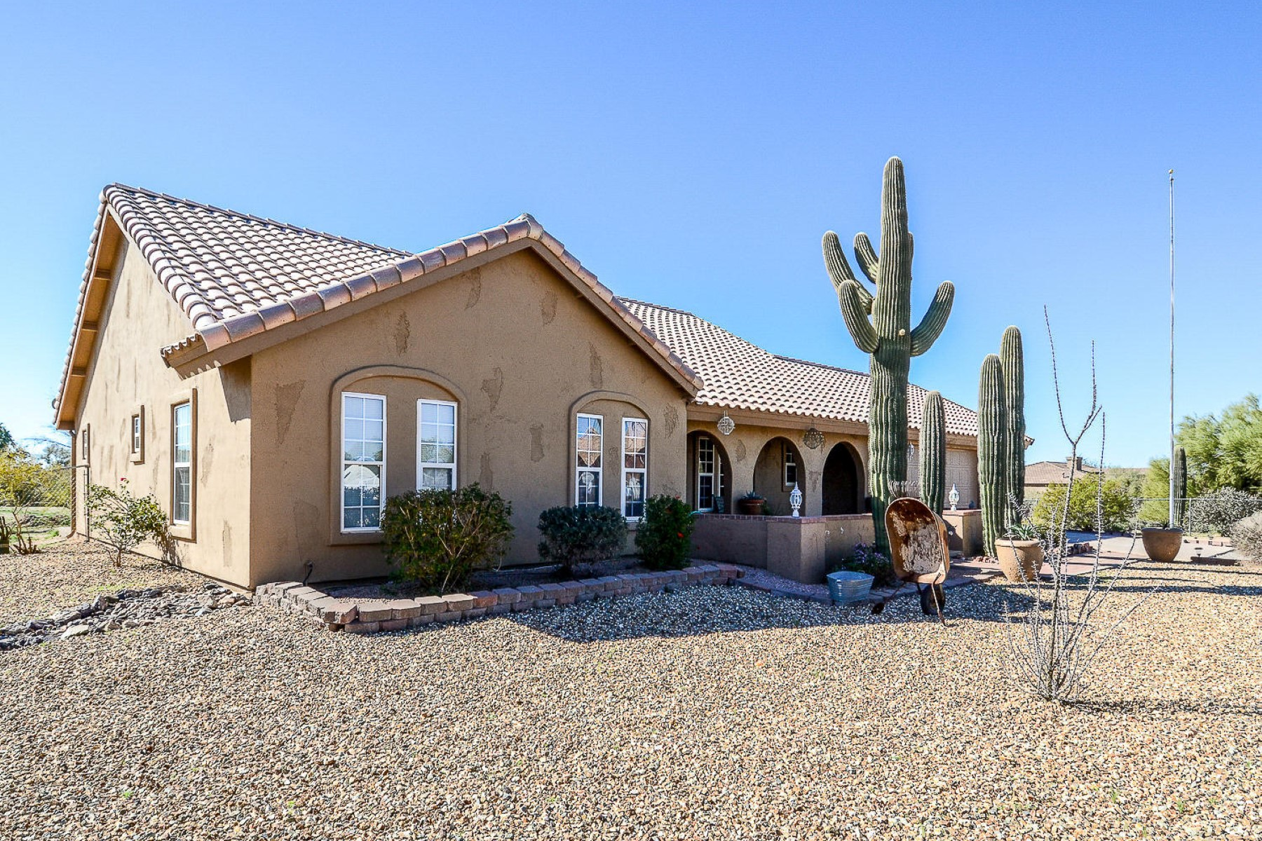 Single Family Home for Sale at Very nice well maintained Cave Creek home 5731 E Morning Vista Ln Cave Creek, Arizona, 85331 United States