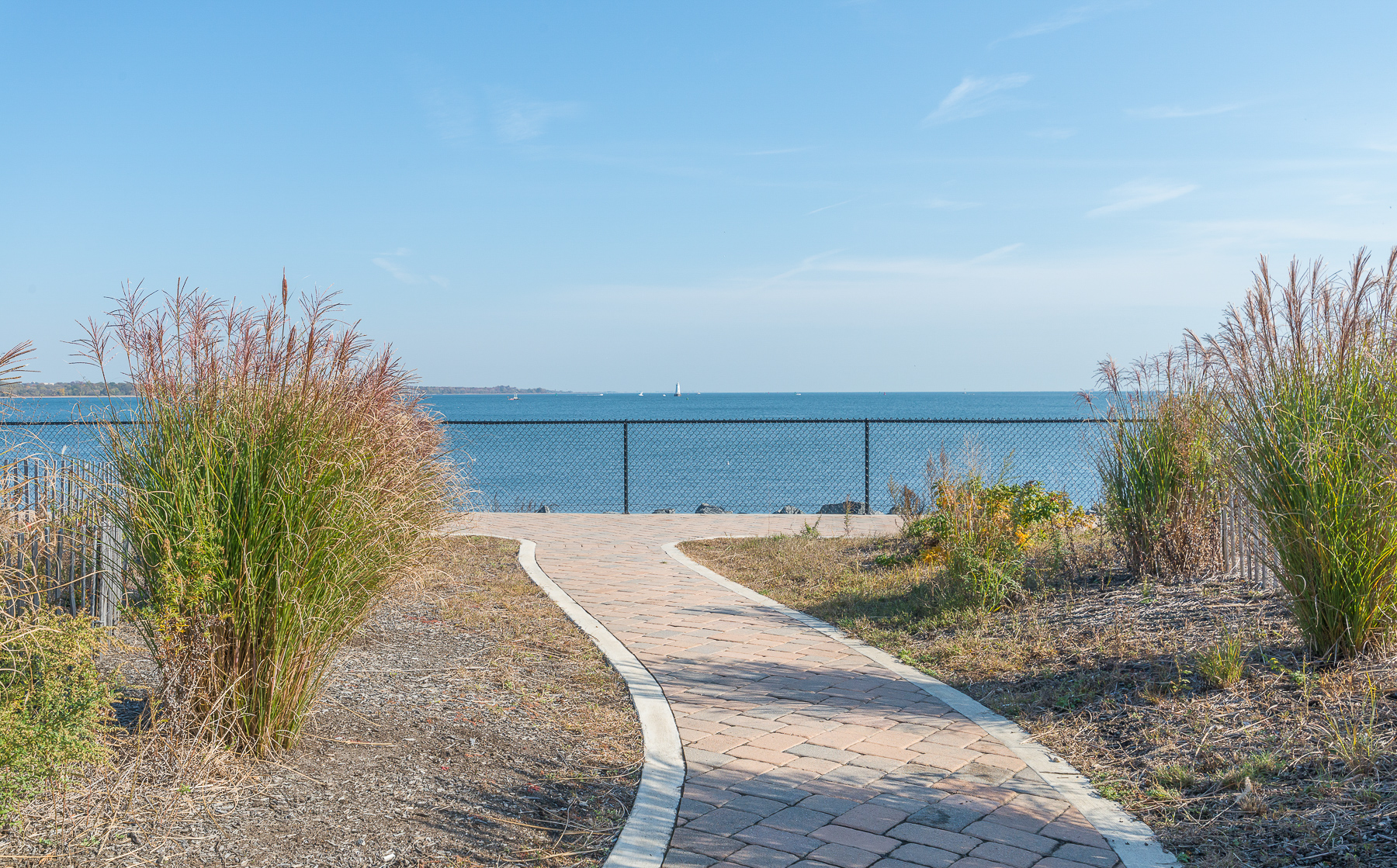 独户住宅 为 销售 在 Premier Waterfront in Lighthouse Bay 30 South Shore Drive South Amboy, 08879 美国