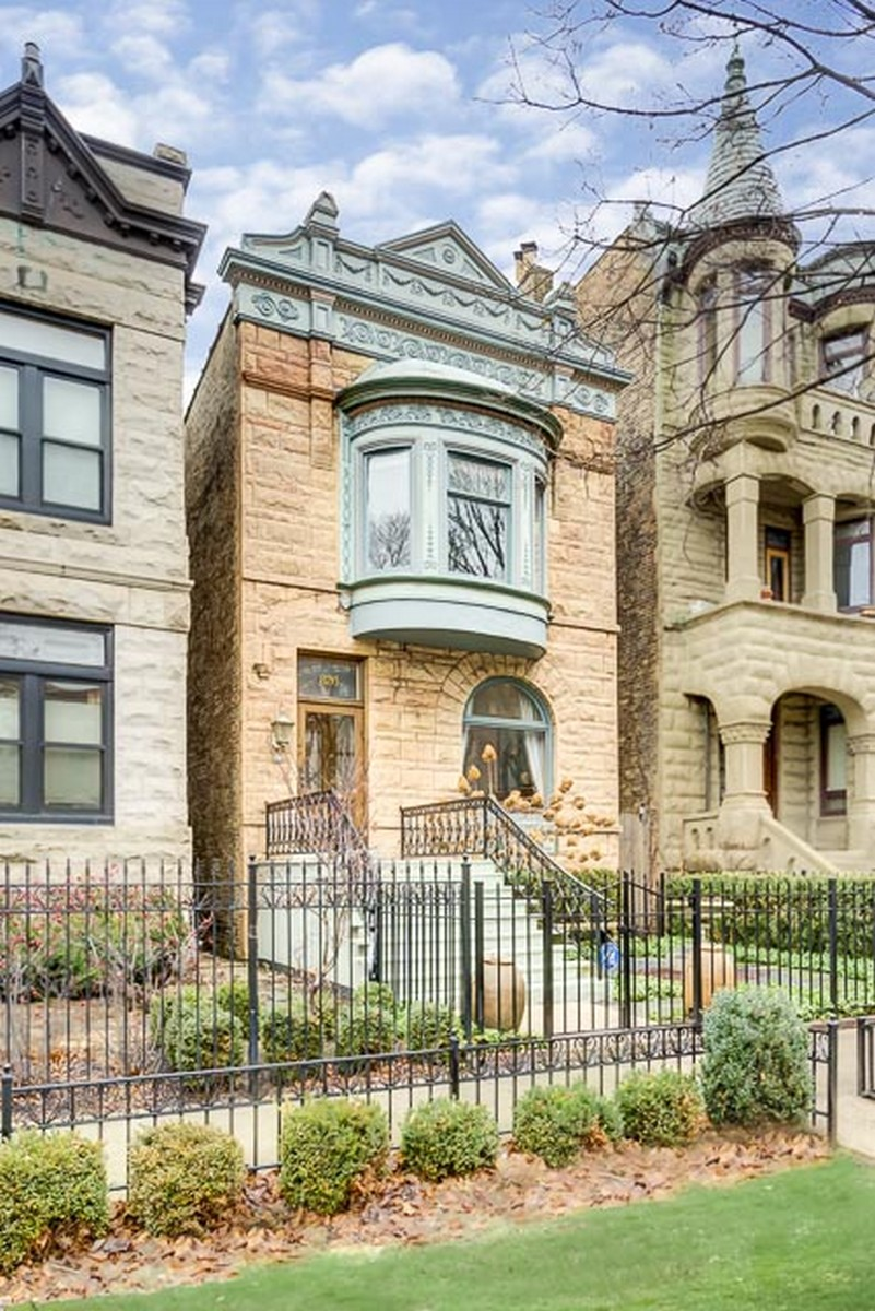 Single Family Home for Sale at Designer Owned Architecturall Gem 826 W Oakdale Avenue Lakeview, Chicago, Illinois, 60657 United States