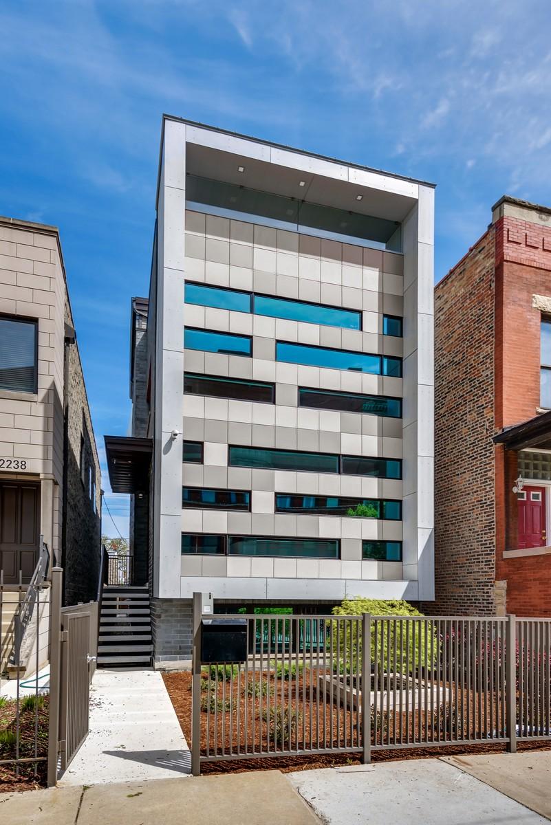 Casa para uma família para Venda às Stunning One of a Kind New Construction SFH 2236 W Ohio Street West Town, Chicago, Illinois, 60612 Estados Unidos