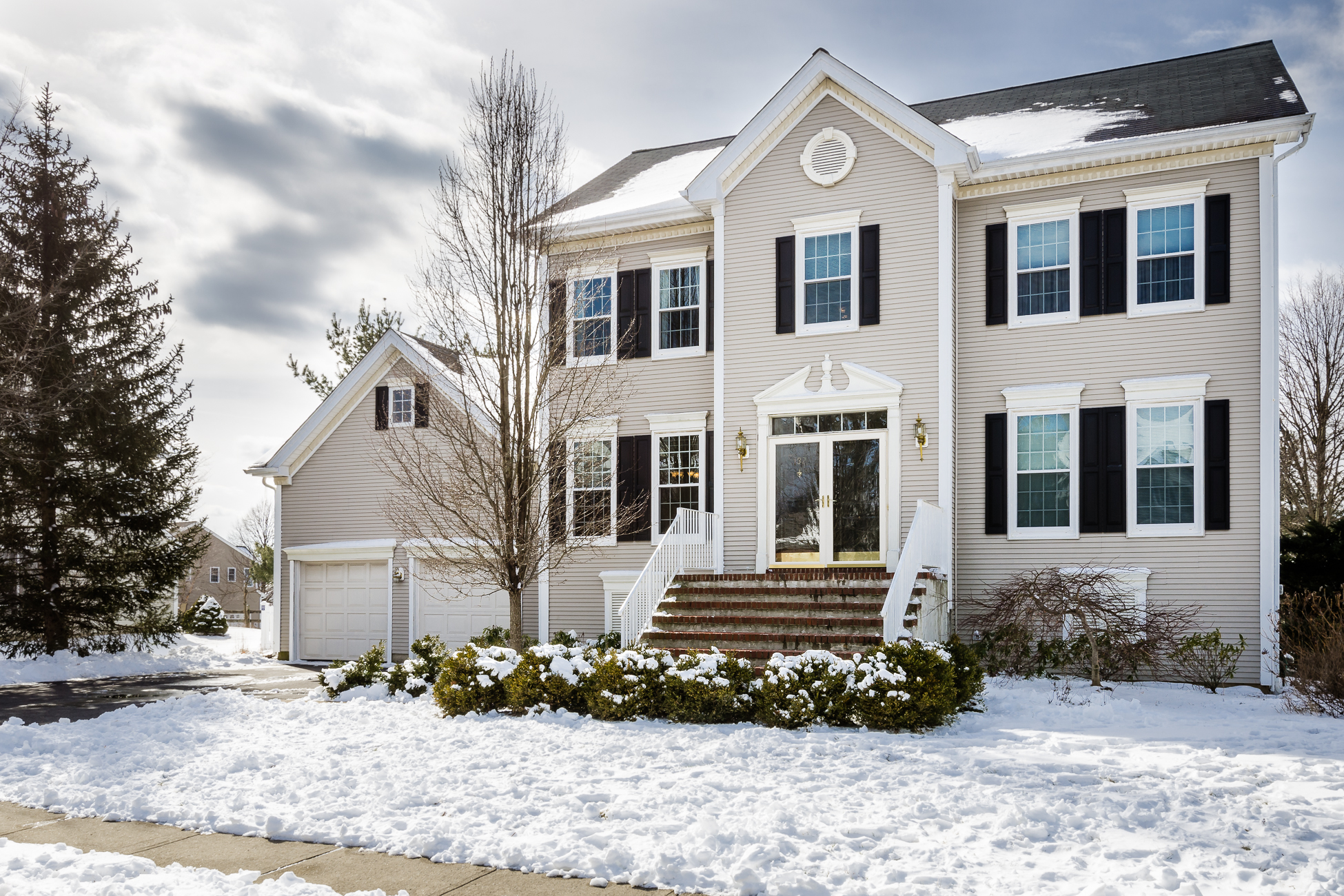 Single Family Home for Sale at Right At Home In Brandon Farms - Hopewell Township 132 Brandon Road Pennington, New Jersey 08534 United States