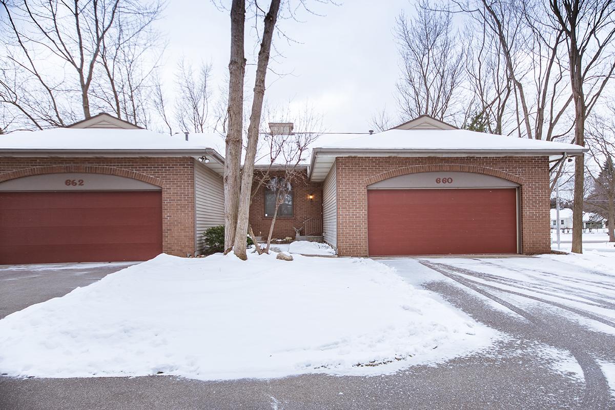 共管式独立产权公寓 为 销售 在 660 Crestview 霍德兰, 密歇根州, 49423 美国