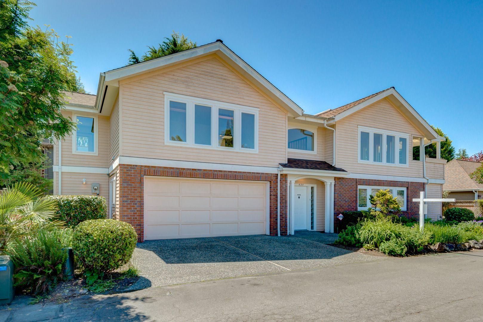 Single Family Home for Sale at Edmonds Bowl Estate 630 Giltner Lane Edmonds, Washington 98020 United States