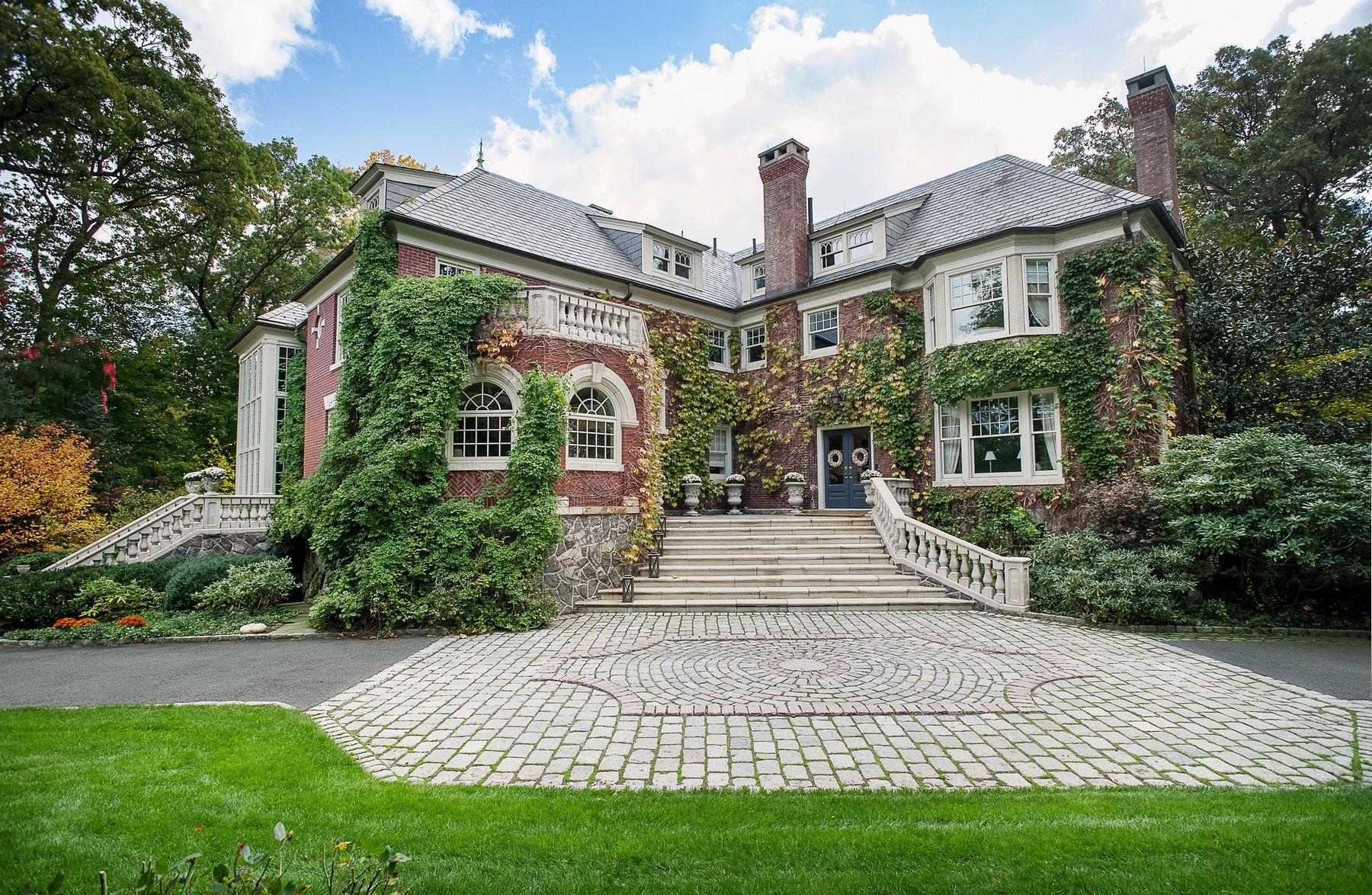 Частный односемейный дом для того Продажа на Classic Northside Center-Hall Colonial 11 Ridge Road Summit, Нью-Джерси 07901 Соединенные Штаты