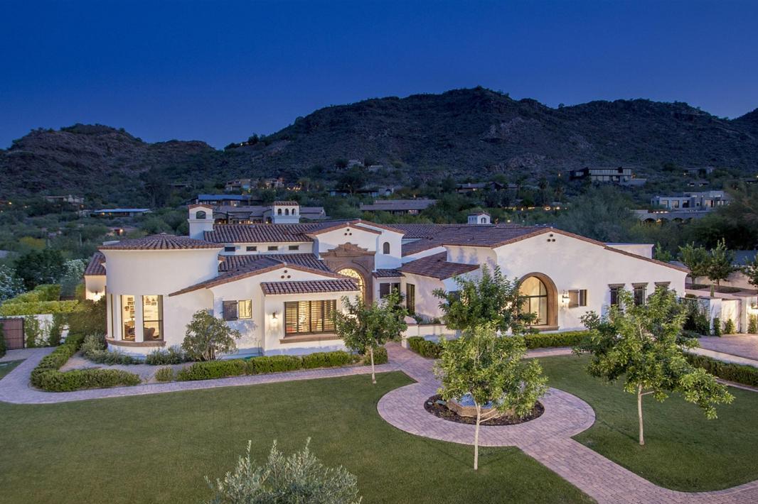 واحد منزل الأسرة للـ Sale في Impeccably constructed and maintained home 6317 E CATESBY RD, Paradise Valley, Arizona, 85253 United States