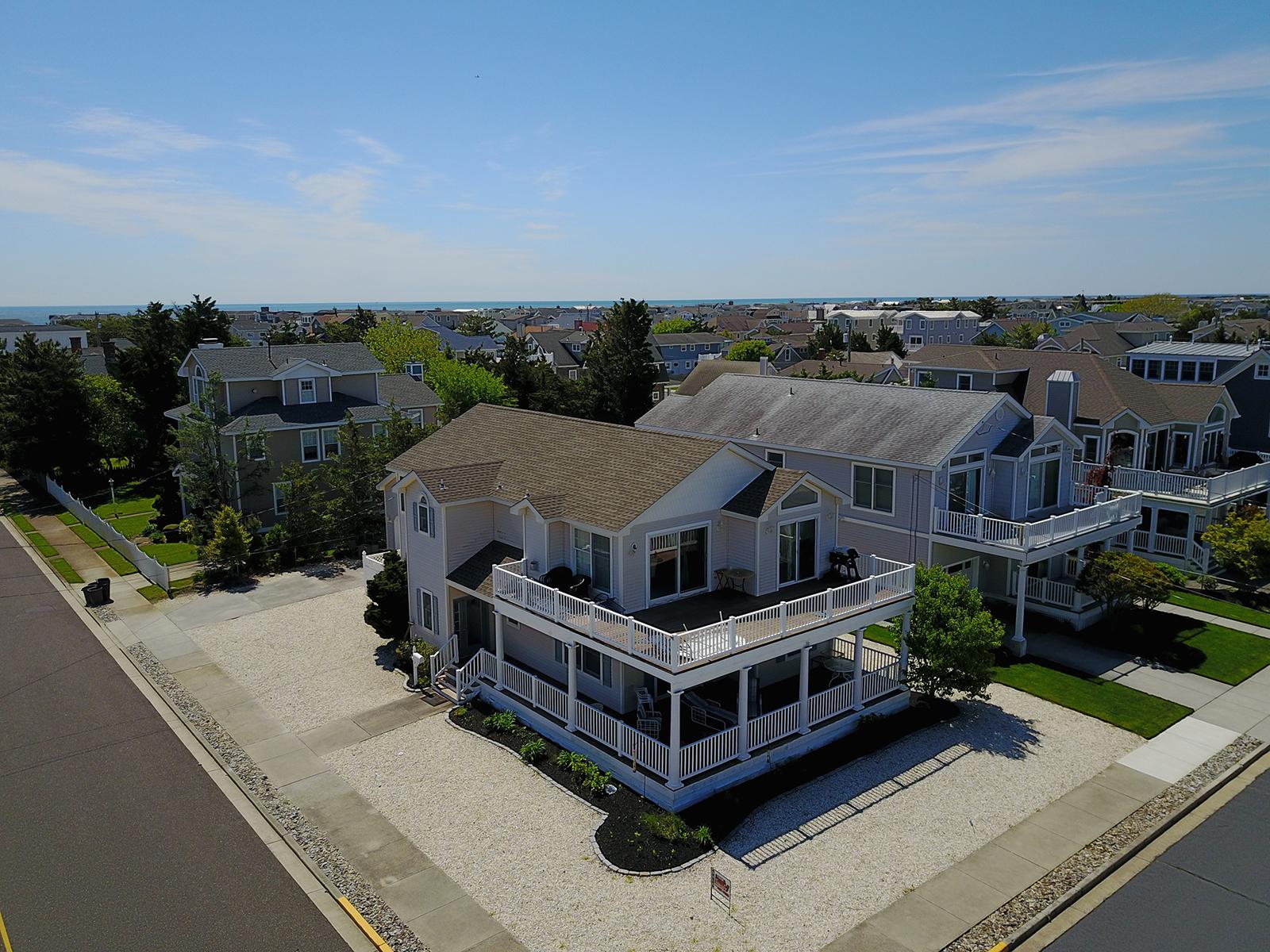 Villa per Vendita alle ore Getaway Corner Beach Property 1019 First Avenue Avalon, New Jersey, 08202 Stati Uniti