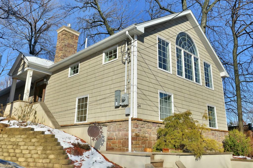 Maison unifamiliale pour l Vente à Edgewater Colony 24 Colony Road Edgewater, New Jersey 07020 États-Unis