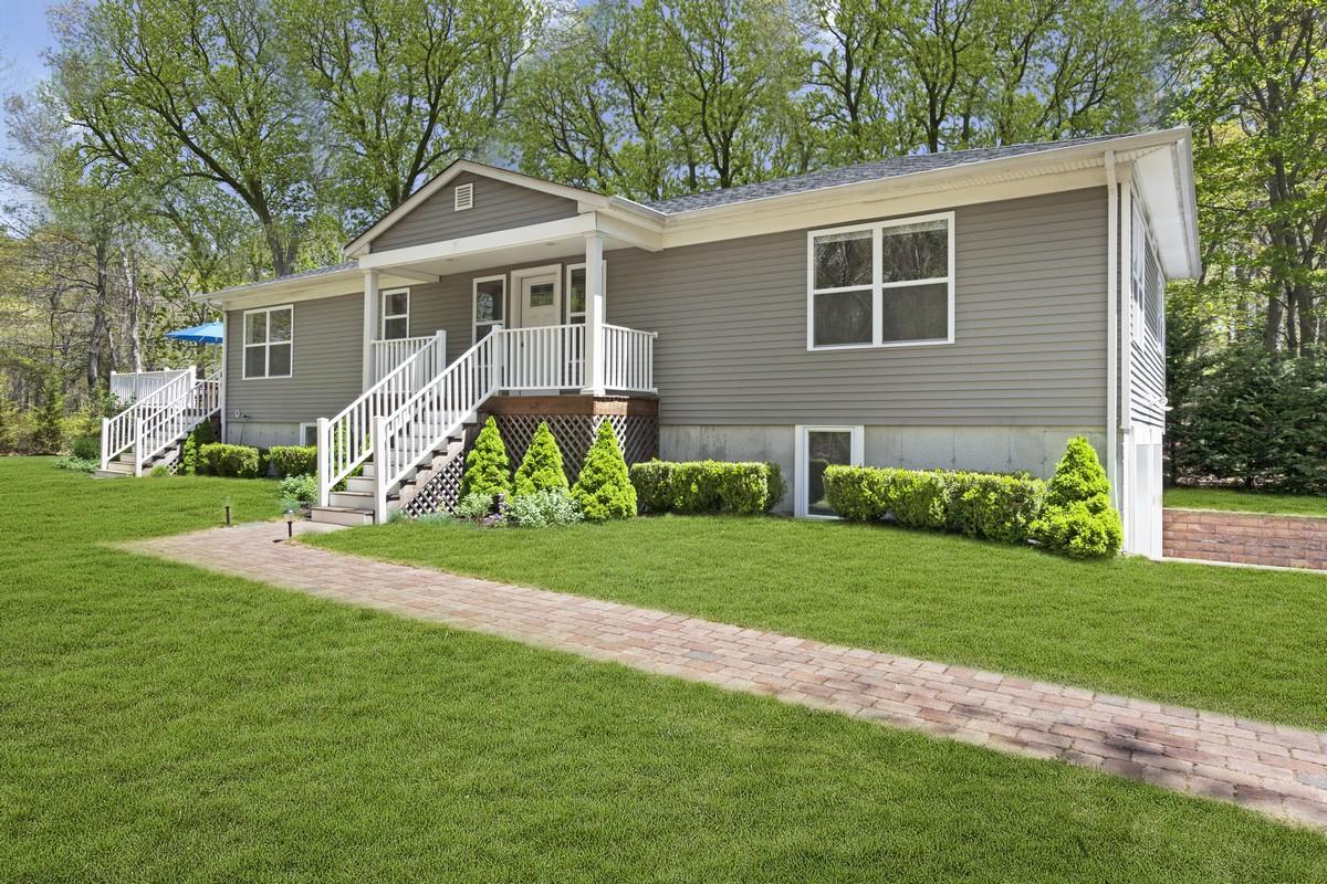 一戸建て のために 売買 アット Westhampton Cottage In Park Like Setting 29 Windwood Court Westhampton, ニューヨーク, 11977 アメリカ合衆国