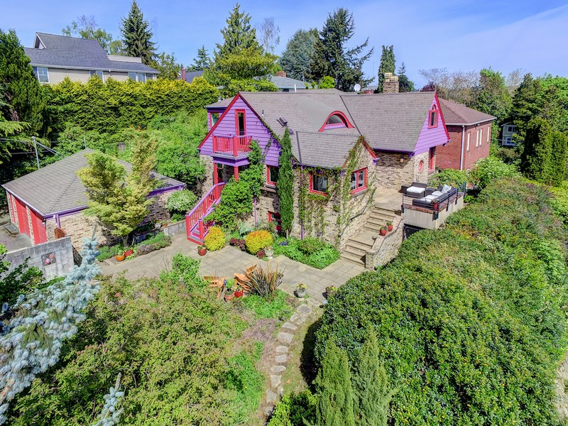 Additional photo for property listing at Renovated Woodland Park Craftsman 5907 Linden Ave N Seattle, Washington 98103 United States