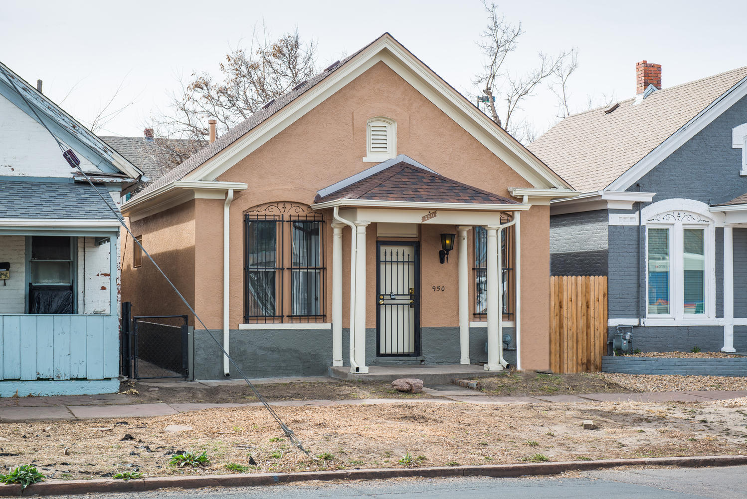 Single Family Home for Sale at Perfect location for this Victorian Ranch Style Home 950 W 7th Ave Denver, Colorado, 80204 United States