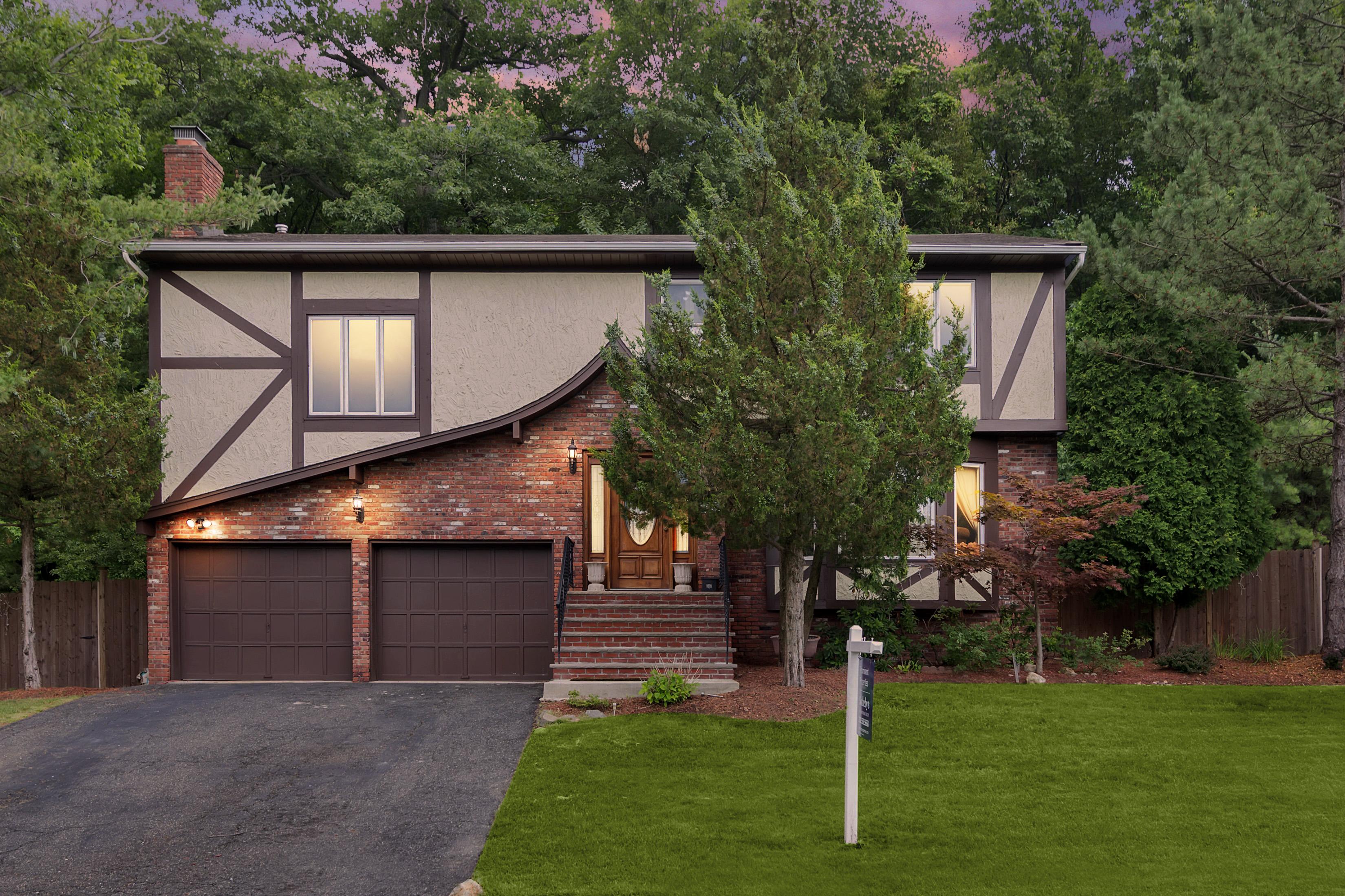 Maison unifamiliale pour l Vente à Fabulous Englewood Location! 445 Cape May Street Englewood, New Jersey 07631 États-Unis