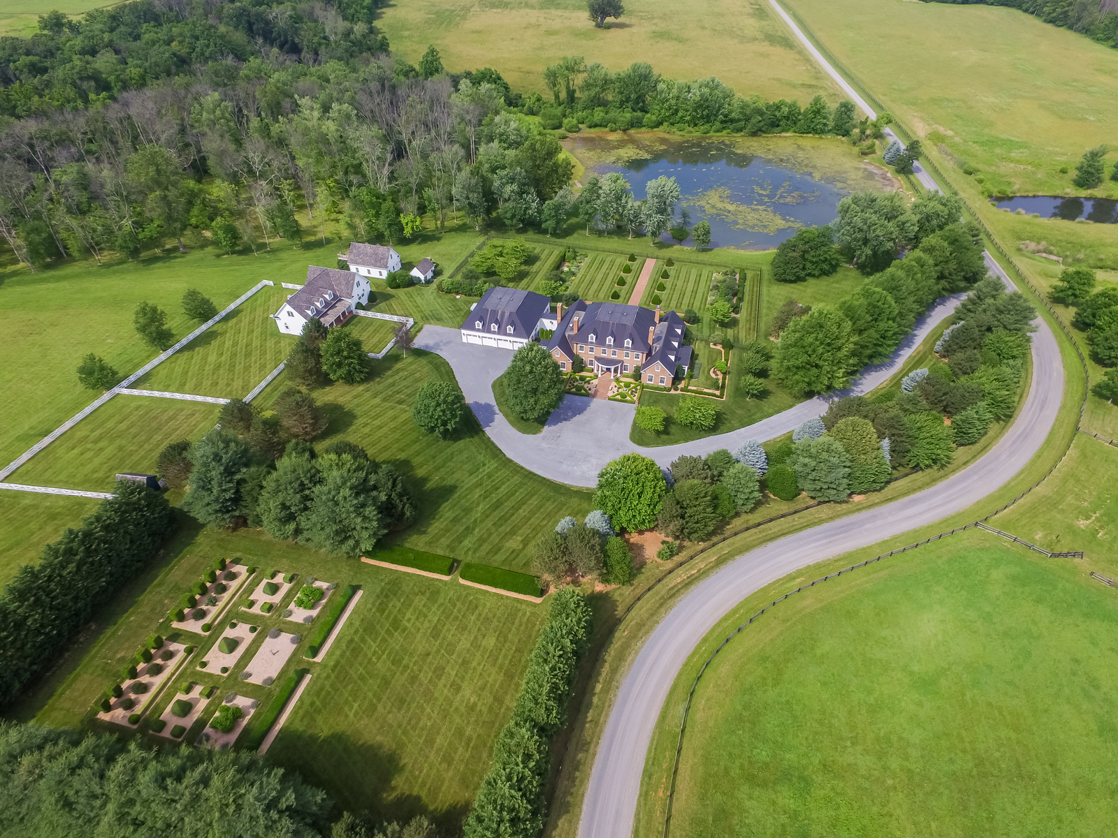 Single Family Home for Sale at Boxley Farms 18599 Calumet Ln Bluemont, Virginia 20135 United States