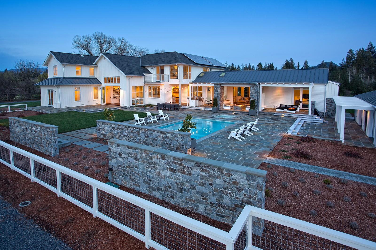 Maison unifamiliale pour l Vente à Dramatic Contemporary Farmhouse 14789 Kinley Drive Healdsburg, Californie, 95448 États-Unis