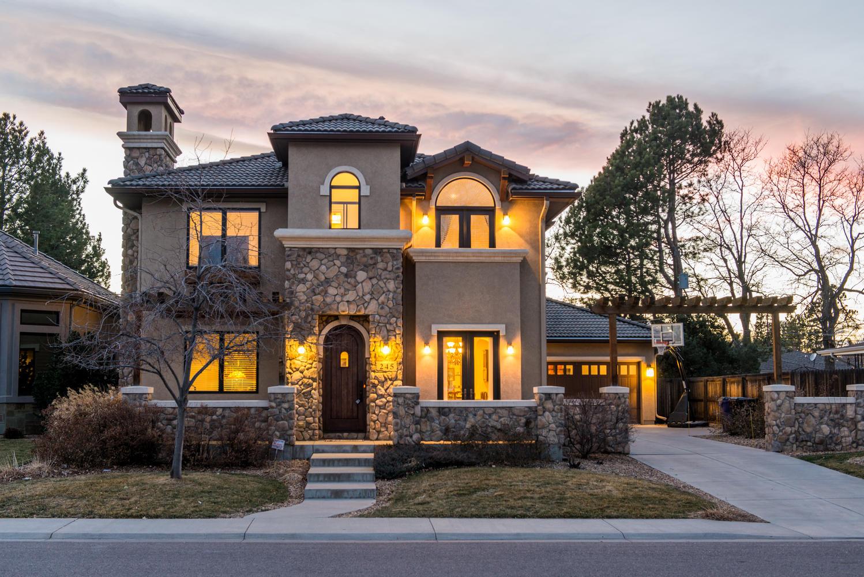 Casa Unifamiliar por un Venta en Don't miss this great opportunity 245 S Krameria St Hilltop, Denver, Colorado, 80224 Estados Unidos